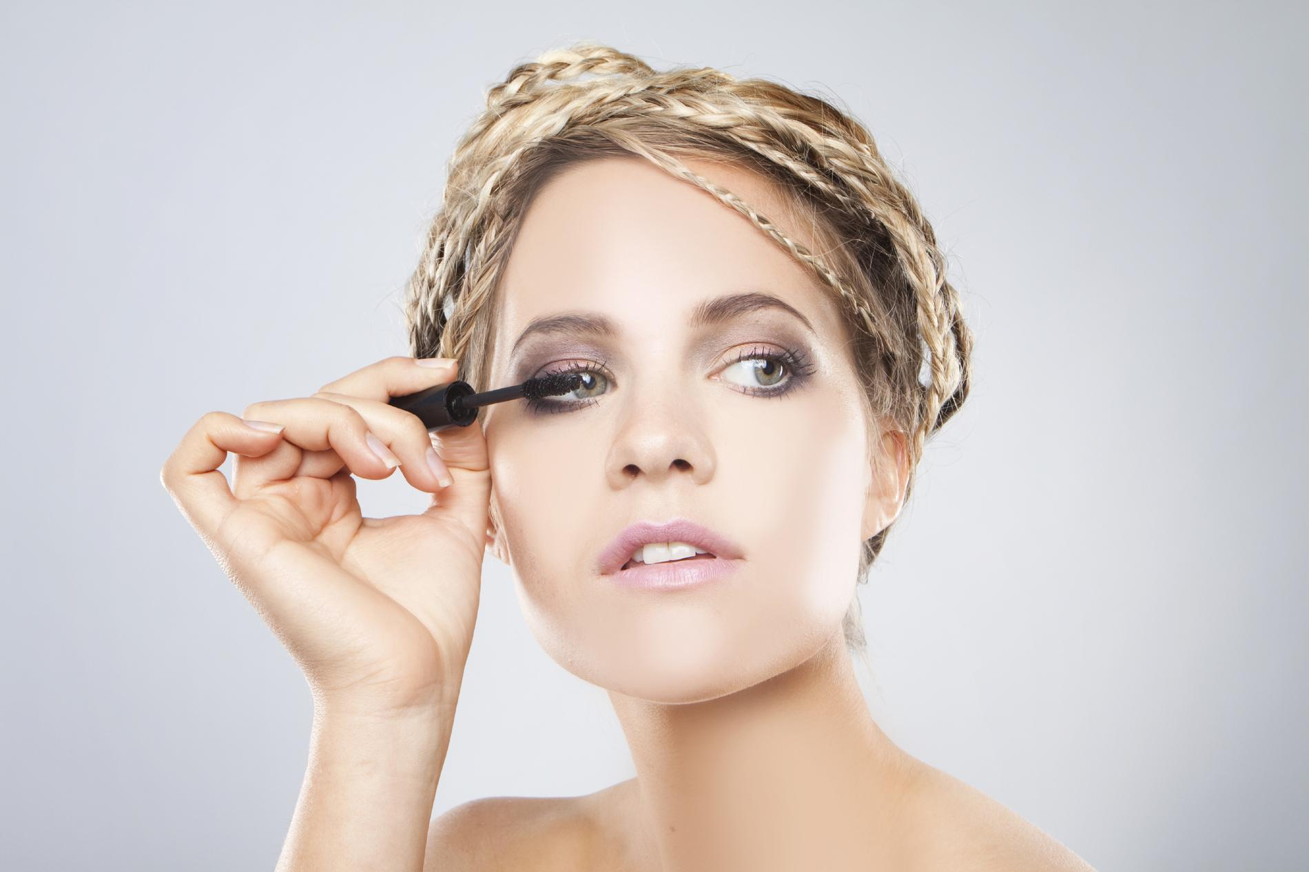 Quel maquillage pour ma peau claire madame figaro - Maquillage yeux marrons peau claire ...