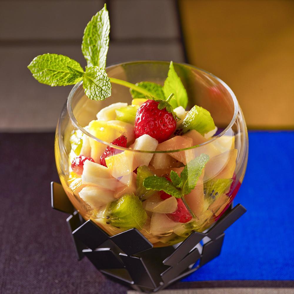 recette salade de fruits comme au germain cuisine madame figaro. Black Bedroom Furniture Sets. Home Design Ideas