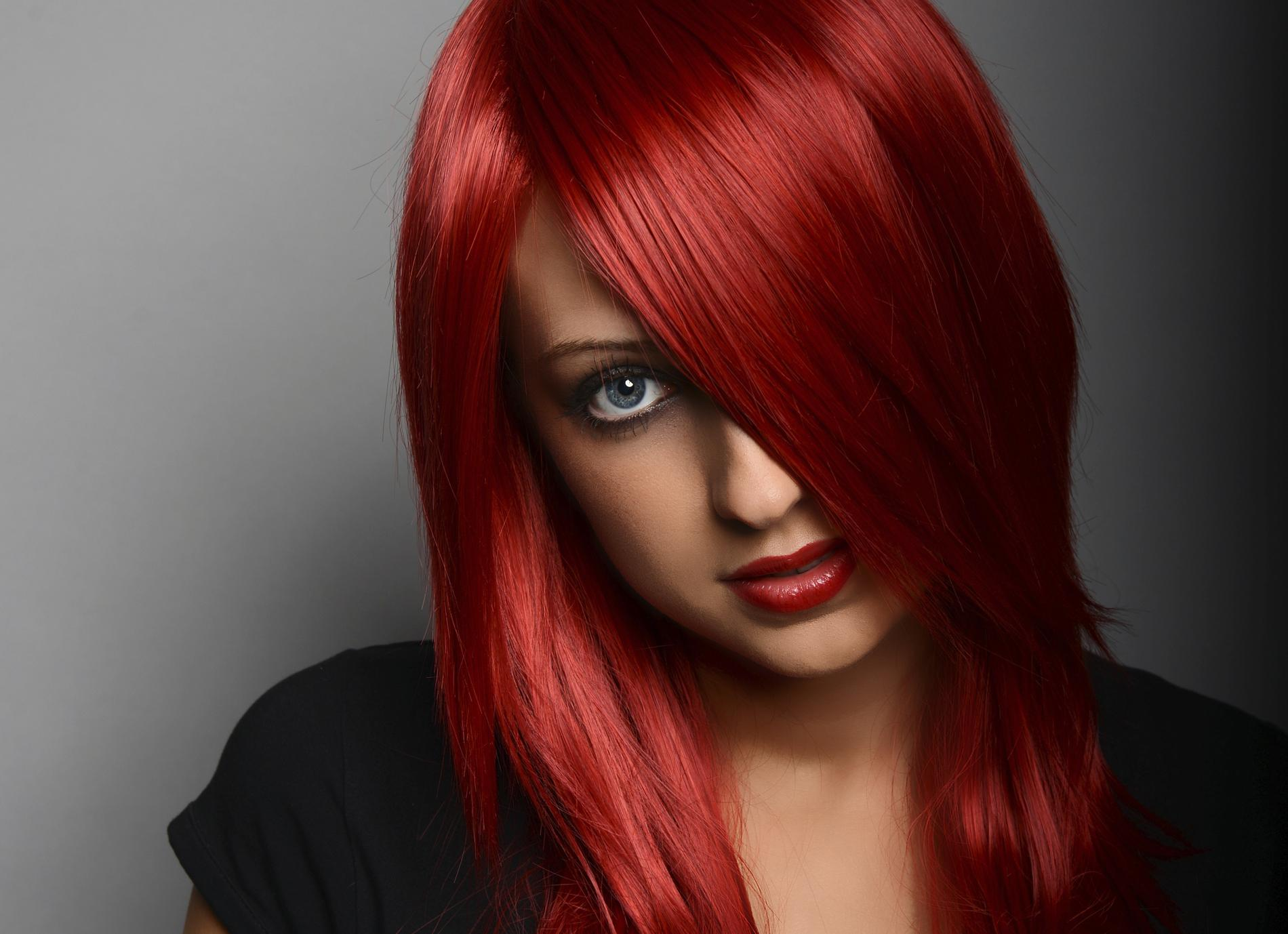 Quel maquillage adopter quand on a les cheveux rouges