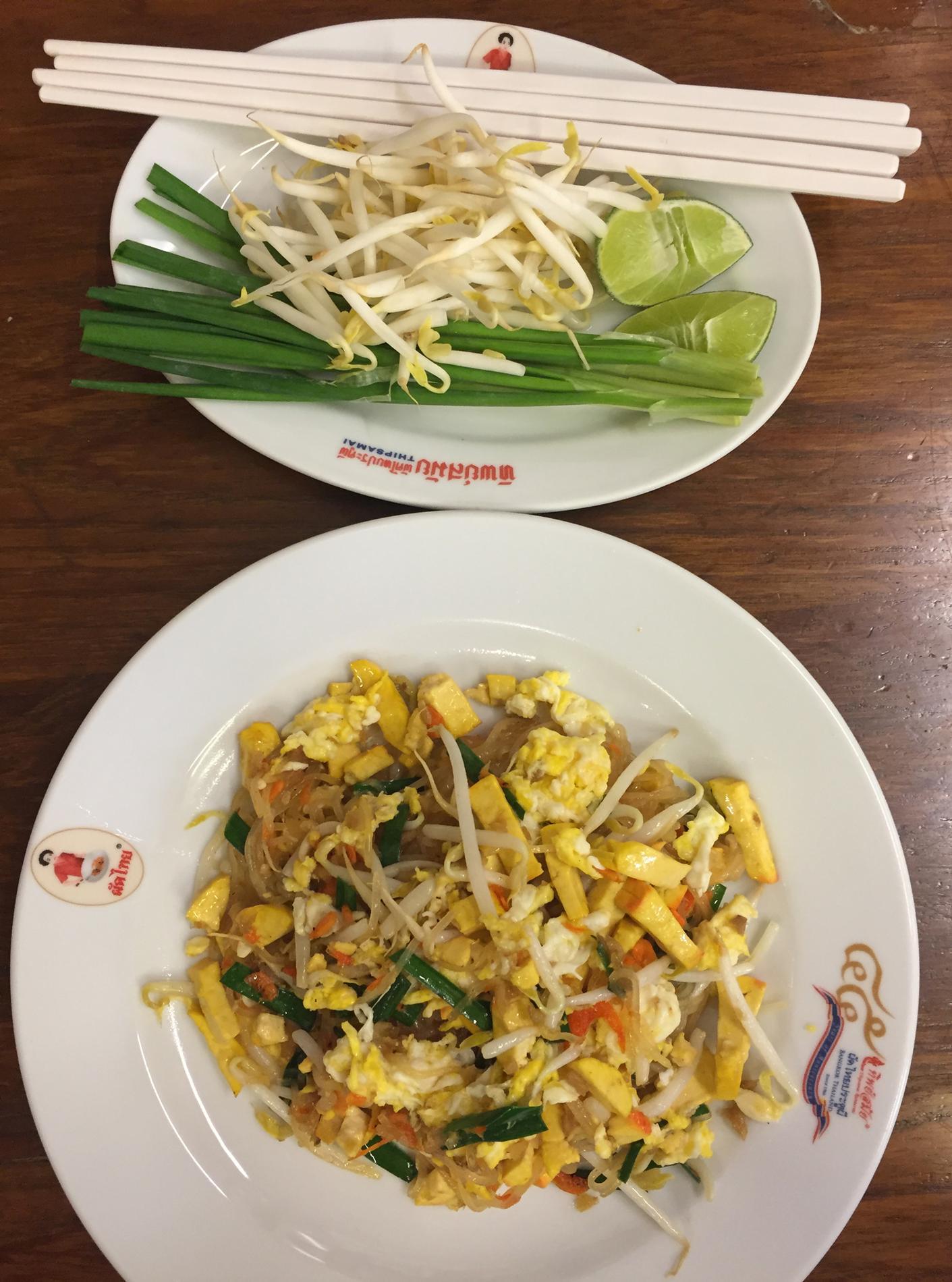 latest bangkok paradis de la gastronomie et de la street food with meuble cuisine anglaise typique. Black Bedroom Furniture Sets. Home Design Ideas