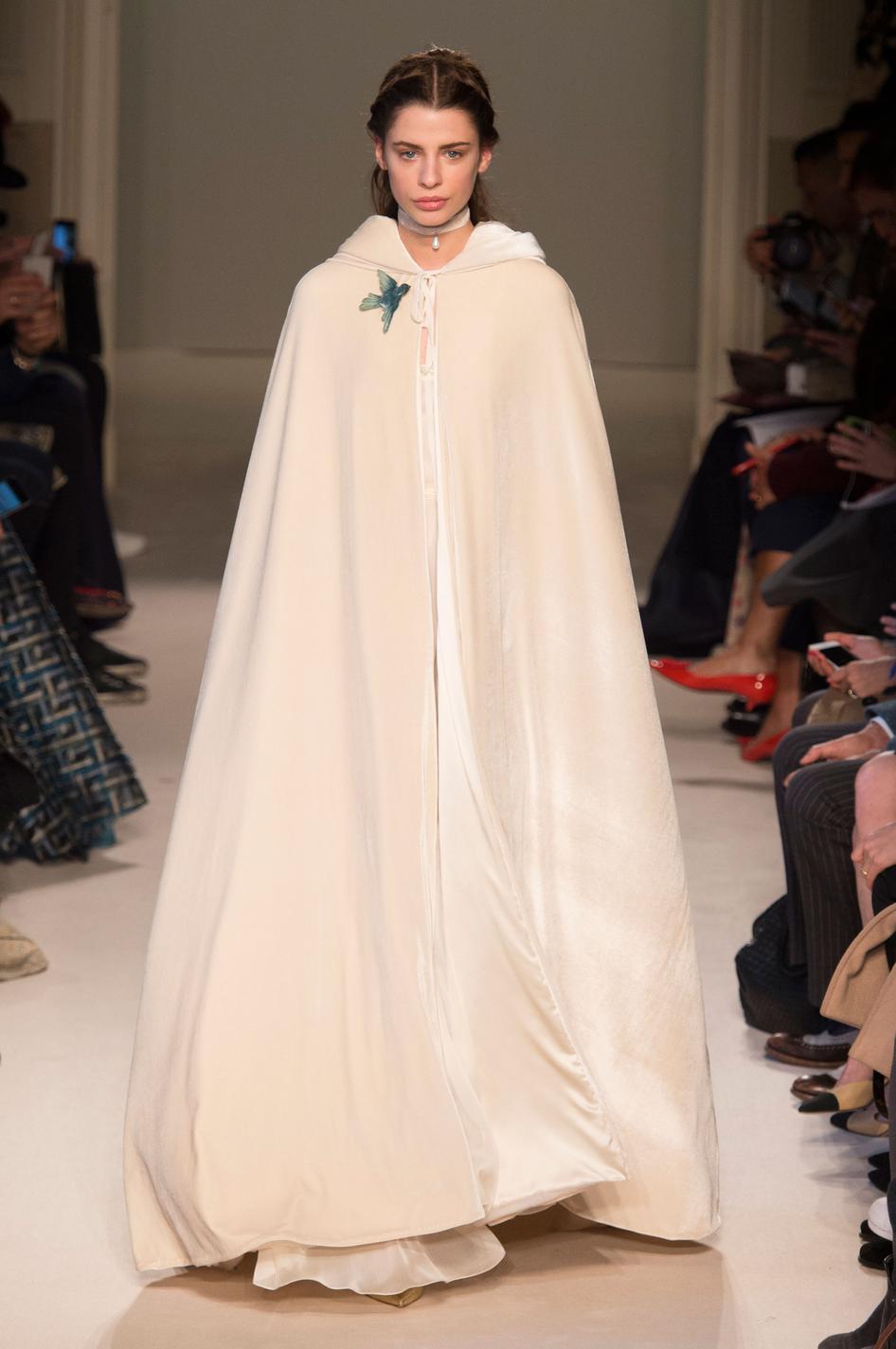 Robes de mari e les alternatives du pr t porter pour l for Robes de mariage pour l hiver 2017