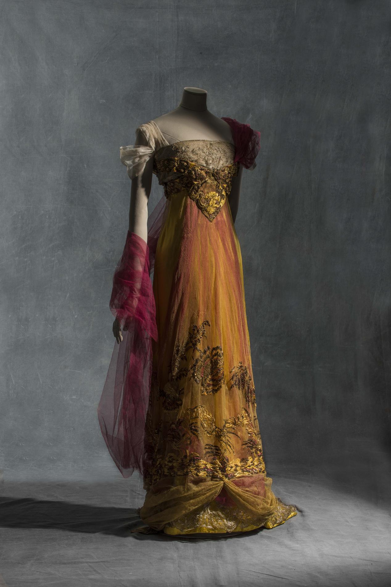 Fashion forward aux arts d co quand la mode claire l - Les arts decoratifs paris ...