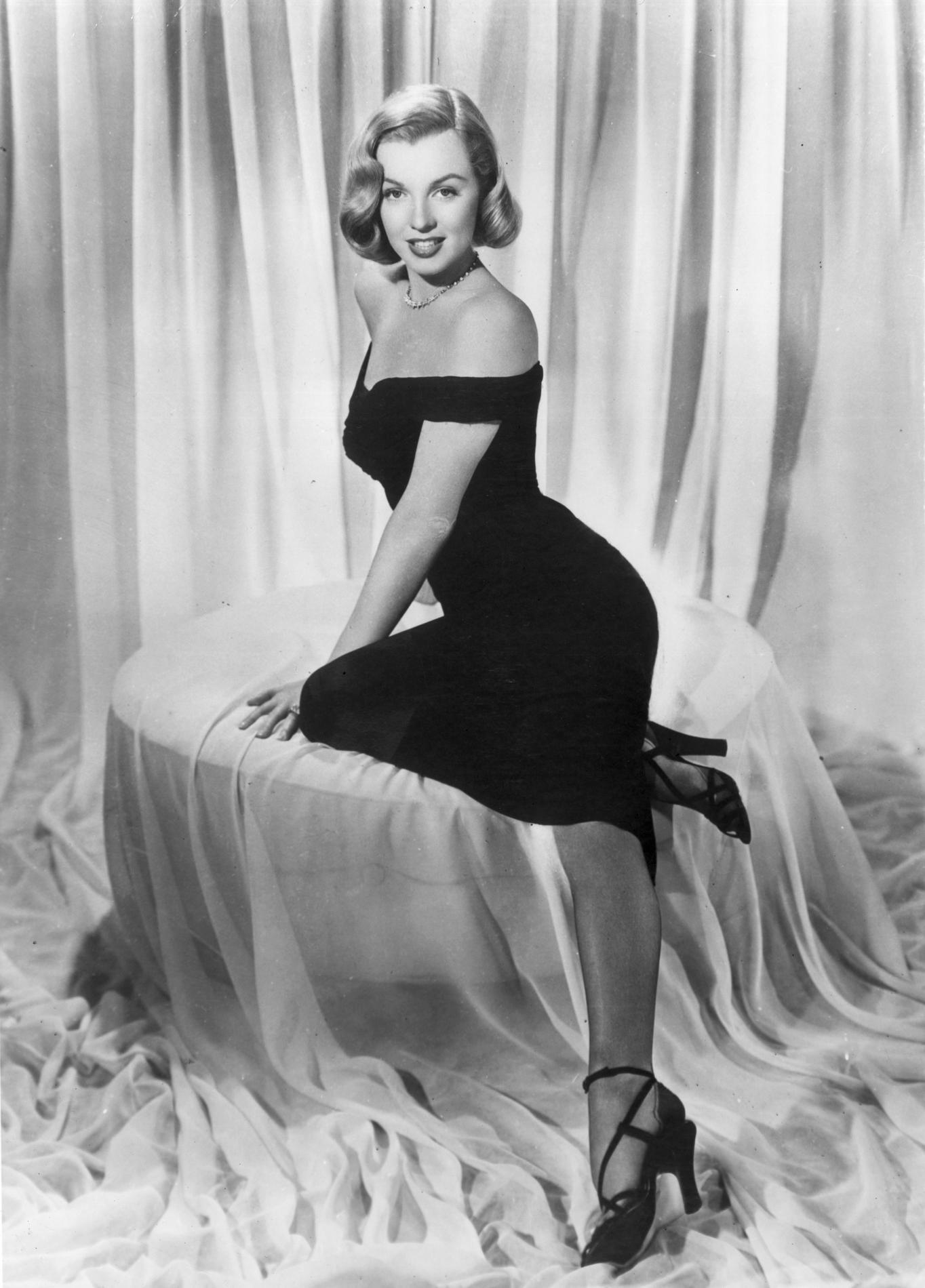 Marilyn monroe ses robes mythiques vendues aux ench res madame figaro - Housse de couette marylin monroe ...
