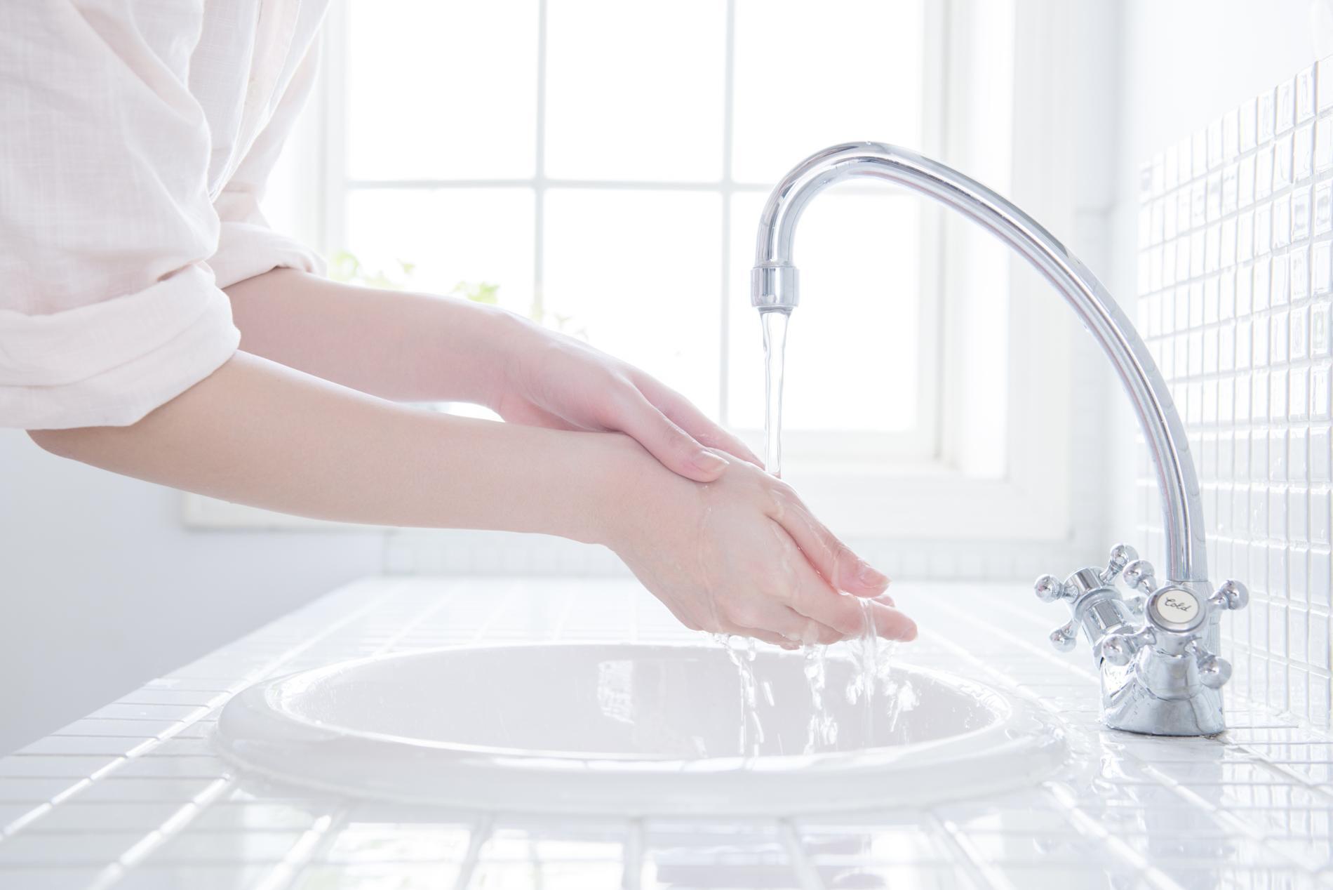 quand faut il se laver les mains madame figaro. Black Bedroom Furniture Sets. Home Design Ideas