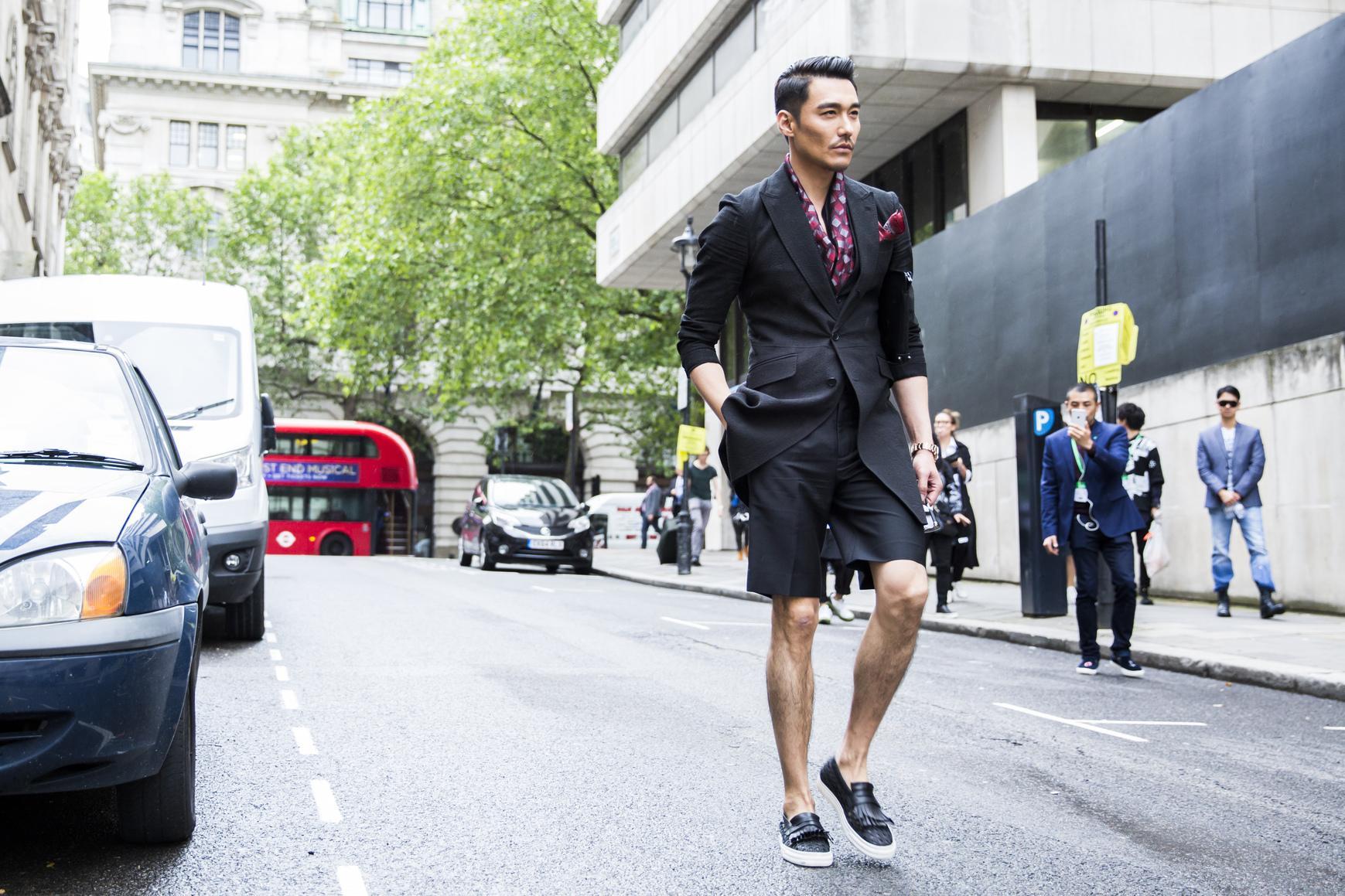 Street Style Les Hommes Les Plus Look S Des D Fil S Masculins Printemps T 2017 Madame Figaro