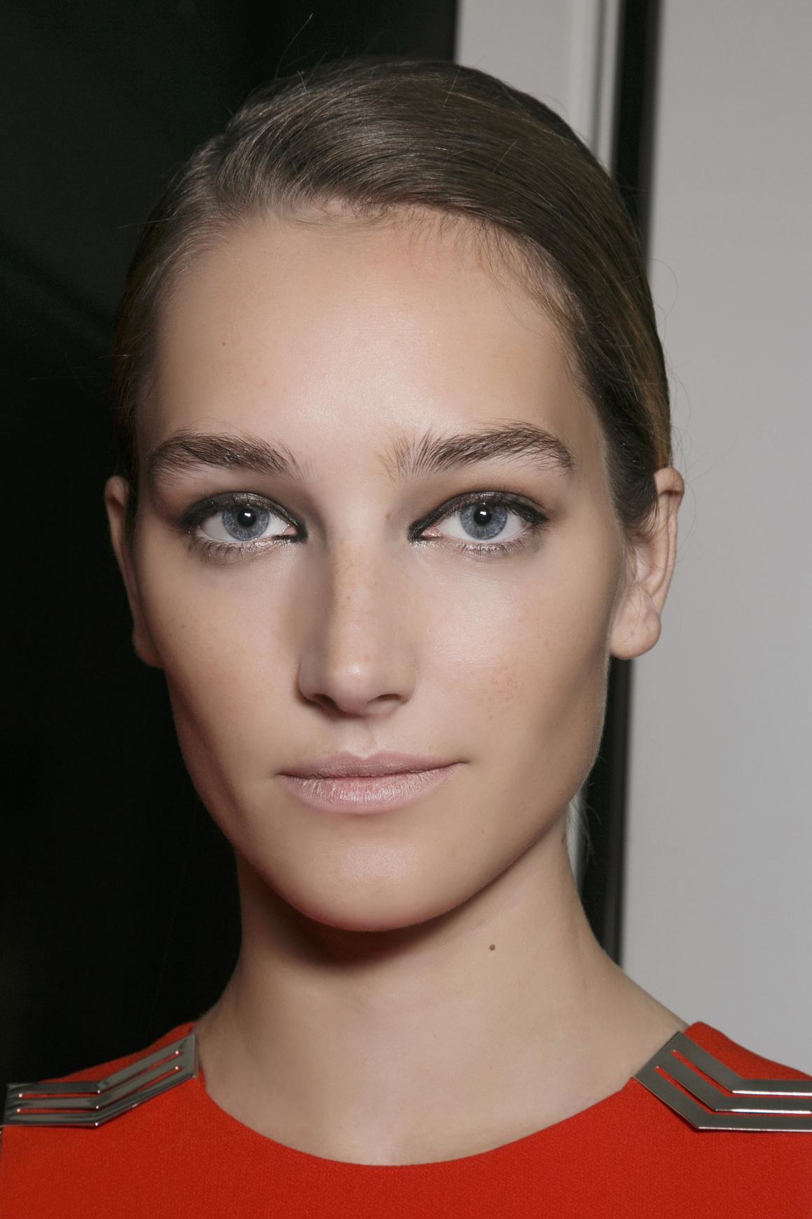 ... belles inspirations de maquillage estival repérées pendant les défilés    Giambattista Valli Les plus belles inspirations de maquillage estival  repérées ... 49e6dae6340a