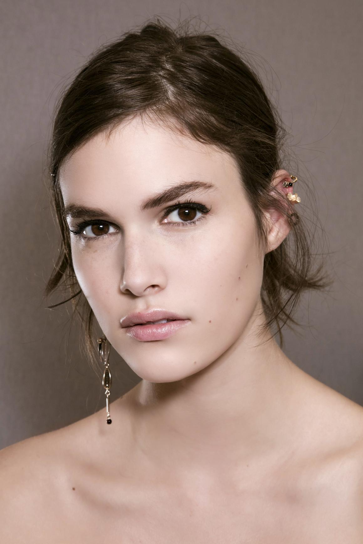 ... Les plus belles inspirations de maquillage estival repérées pendant les  défilés   Christian Dior Haute Couture ... a139fe14082c