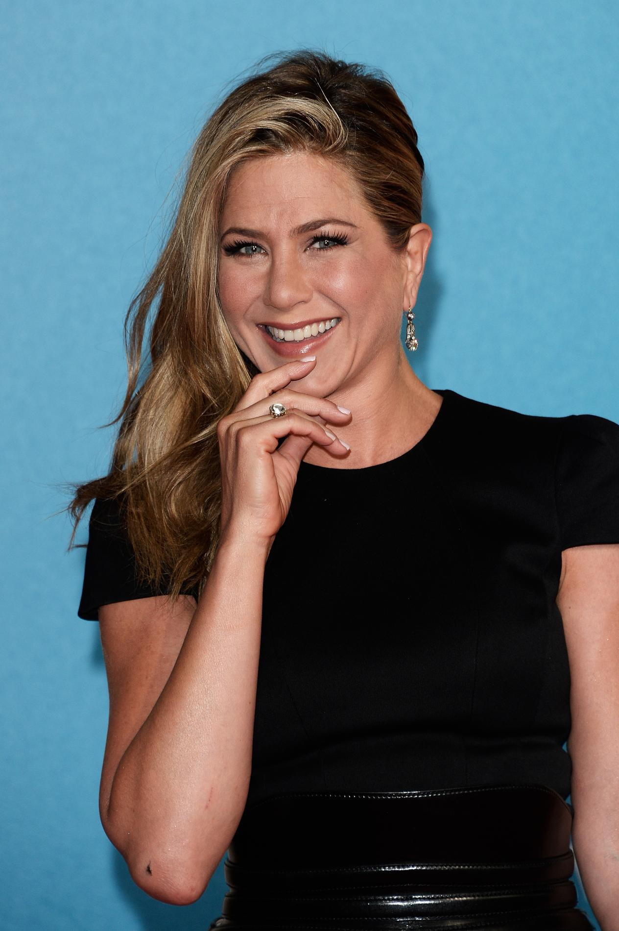 Chignon jennifer aniston - Coiffure jennifer aniston ...