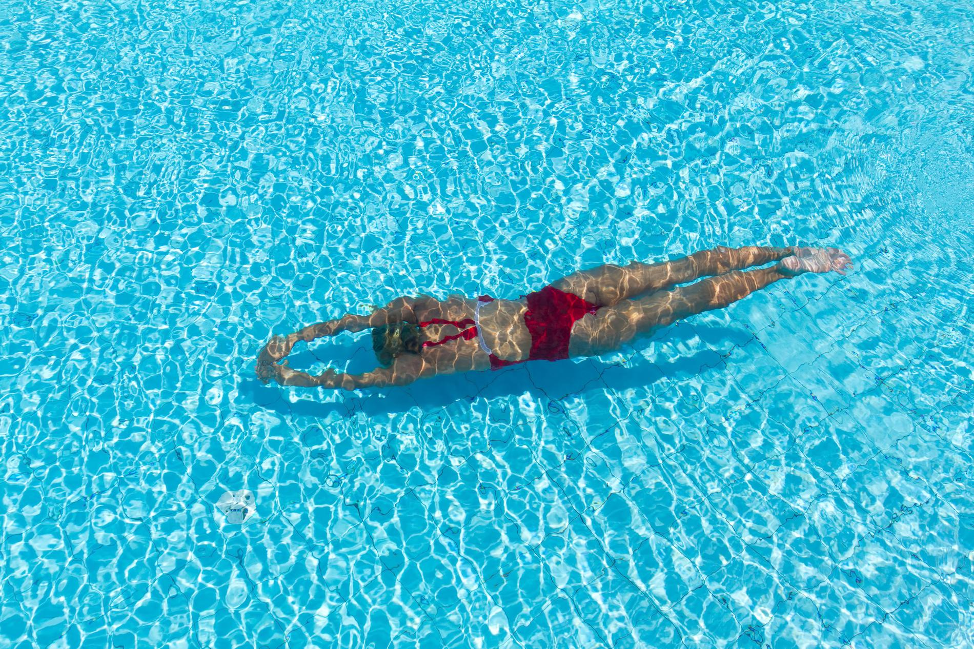 Natation l 39 ultime sport pour un corps muscl et affin - Nager en piscine avec des palmes ...