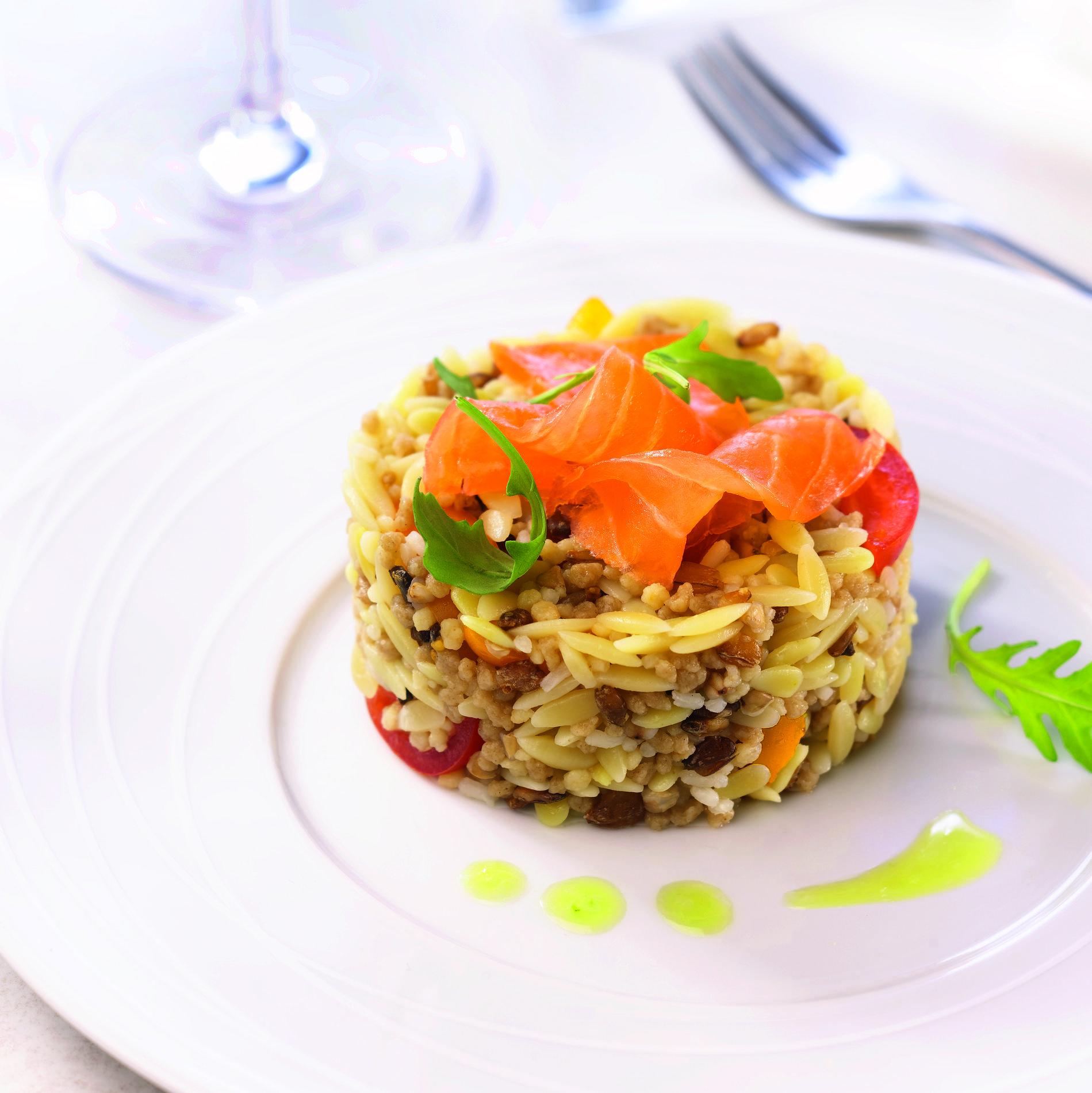 recette salade fraicheur de c r ales de campagne au saumon cuisine madame figaro. Black Bedroom Furniture Sets. Home Design Ideas