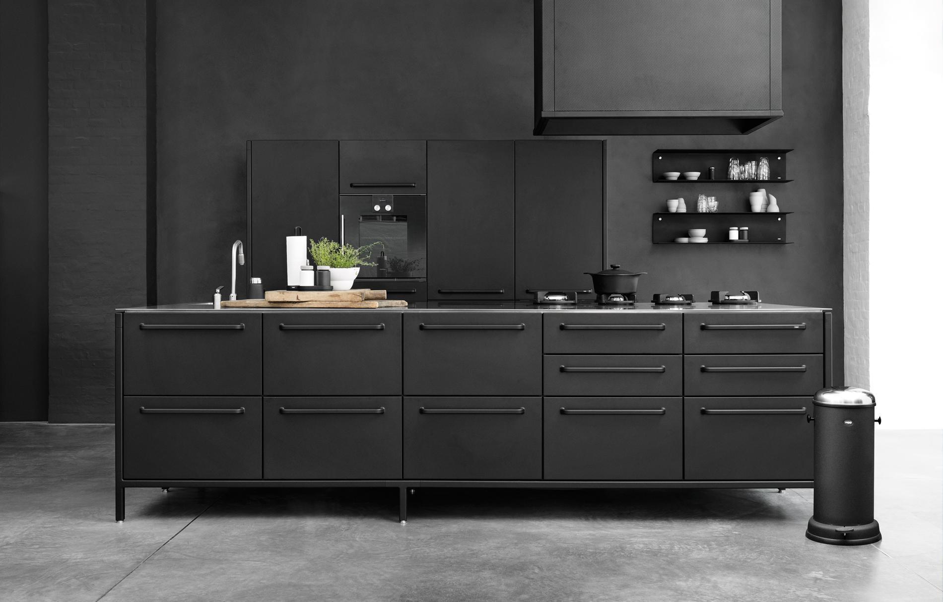 Voir toutes les photos with carrelage cuisine noir brillant for Cuisine noir brillant