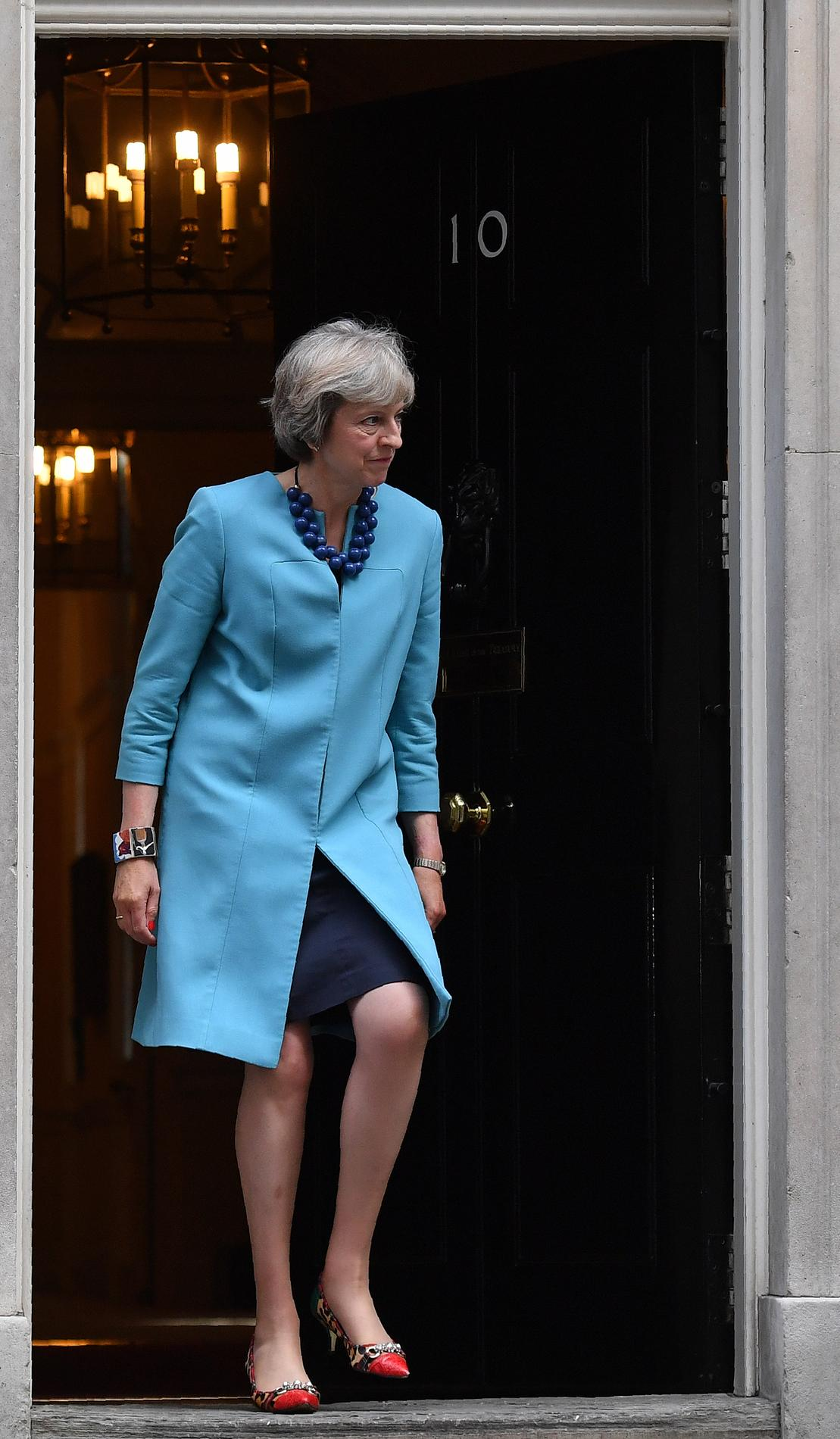 theresa may devrait elle arr ter de porter des talons madame figaro. Black Bedroom Furniture Sets. Home Design Ideas