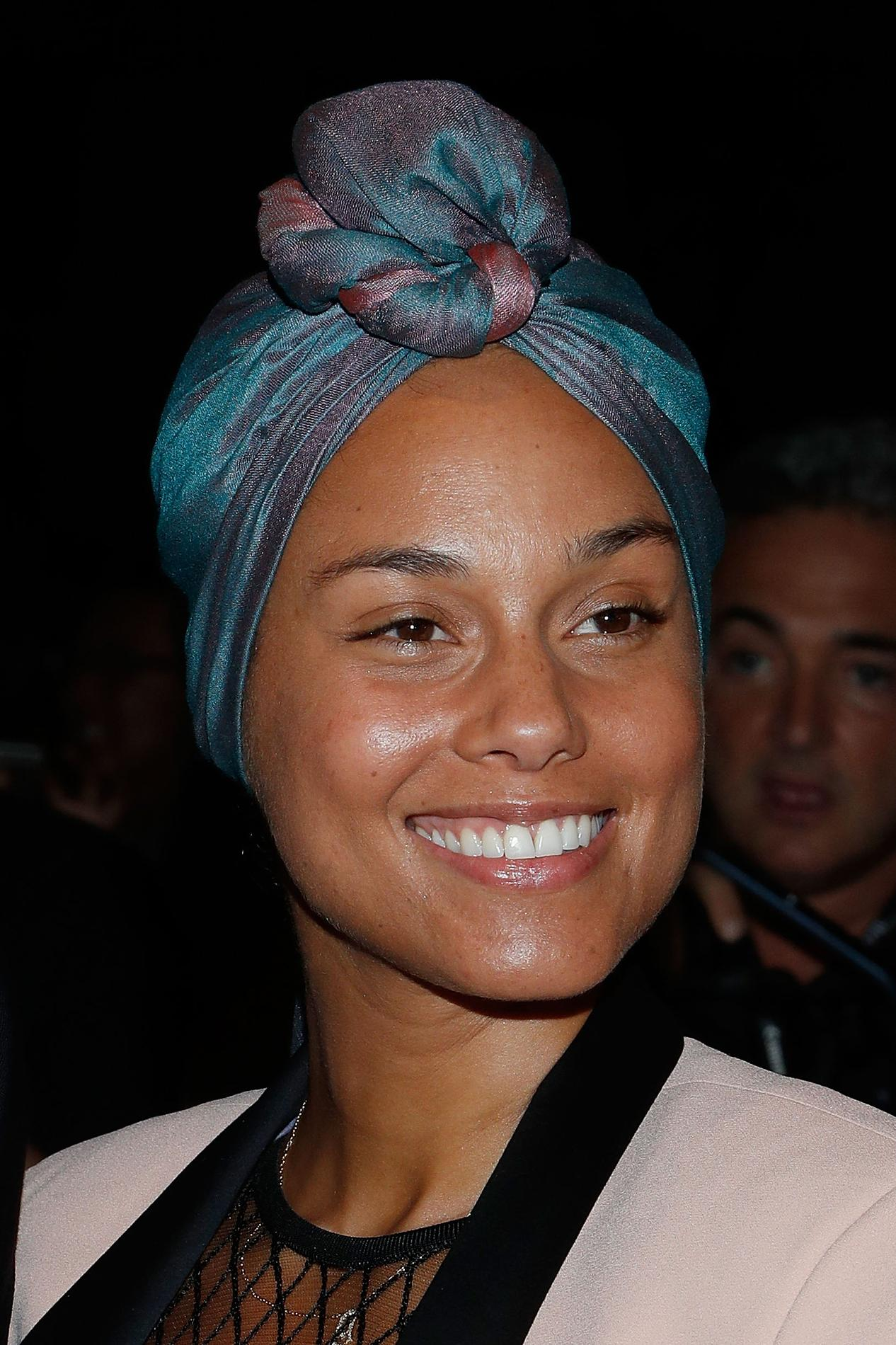 comment fait alicia keys pour avoir une belle peau sans maquillage le figaro madame. Black Bedroom Furniture Sets. Home Design Ideas