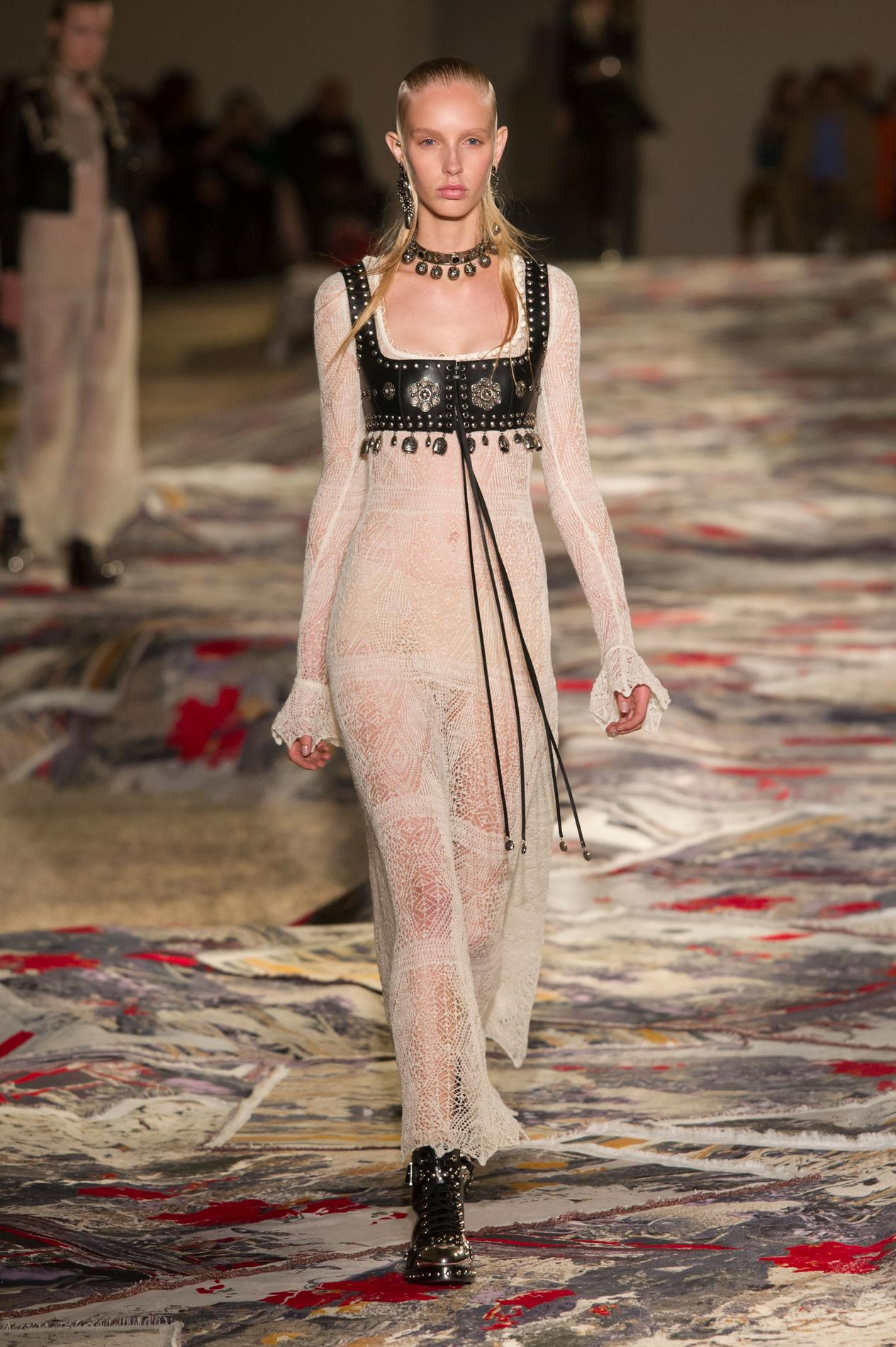 6891bdf60ba8 Alexander McQueen, Emporio Armani, Hermès... À Paris, la mode est ...