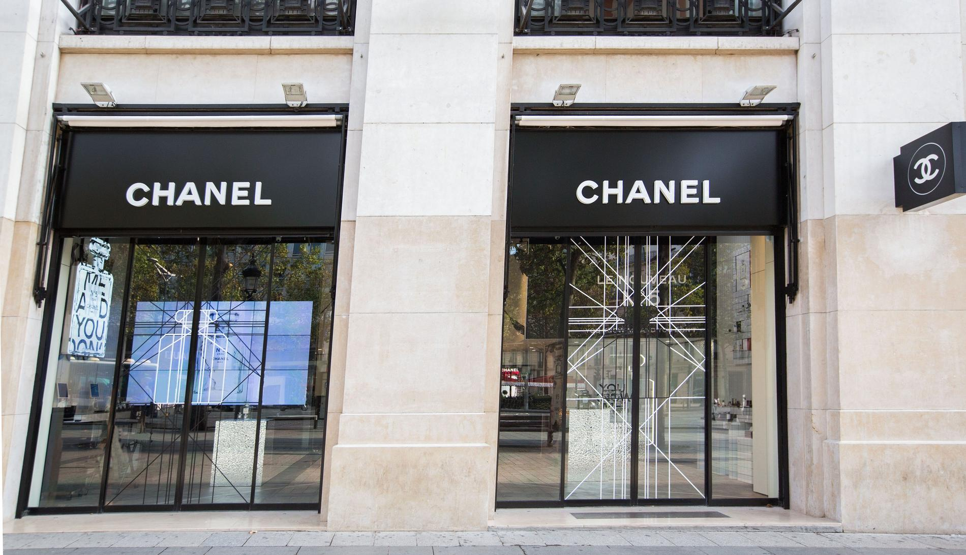 chanel ouvre une boutique d di e la beaut sur les champs. Black Bedroom Furniture Sets. Home Design Ideas