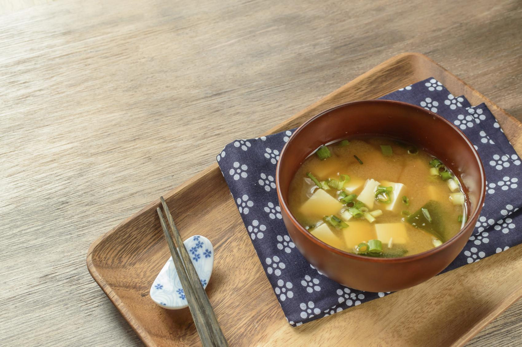 Les vertus insoup onn es de la soupe miso madame figaro - Soupe miso ingredient ...
