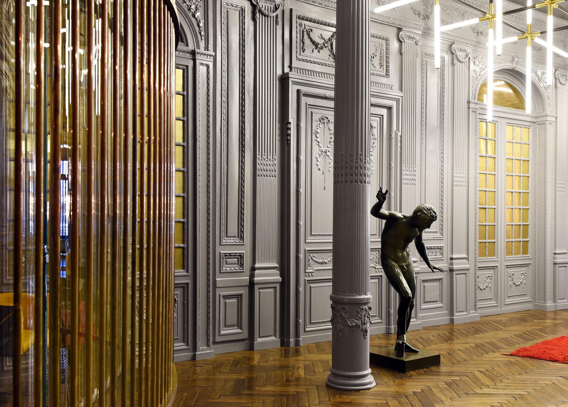 Fendi   visite dans le salon des clients VIP à Rome - Madame Figaro afab362fcf3