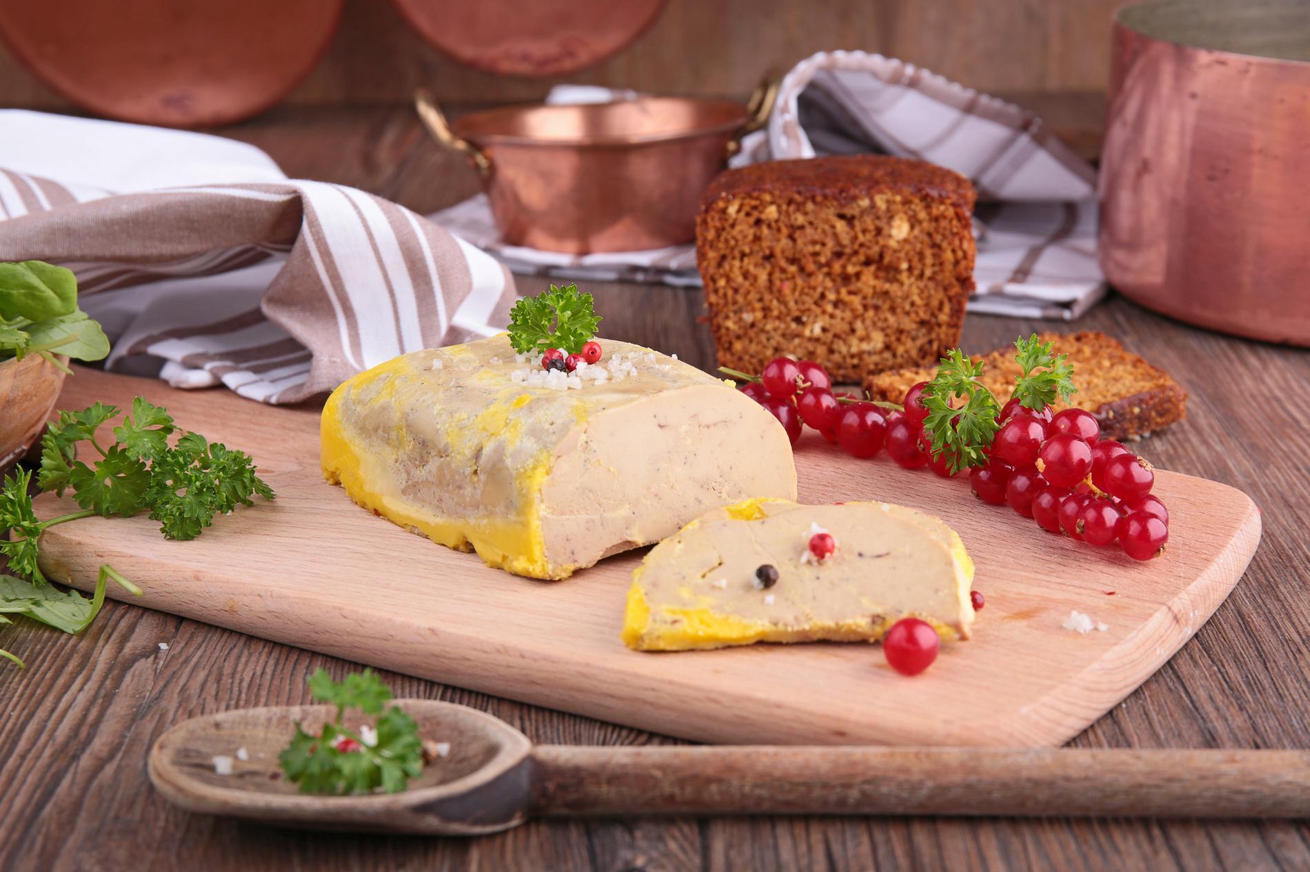 Entier mi cuit extra comment choisir un bon foie gras cuisine madame figaro - Denerver un foie gras ...