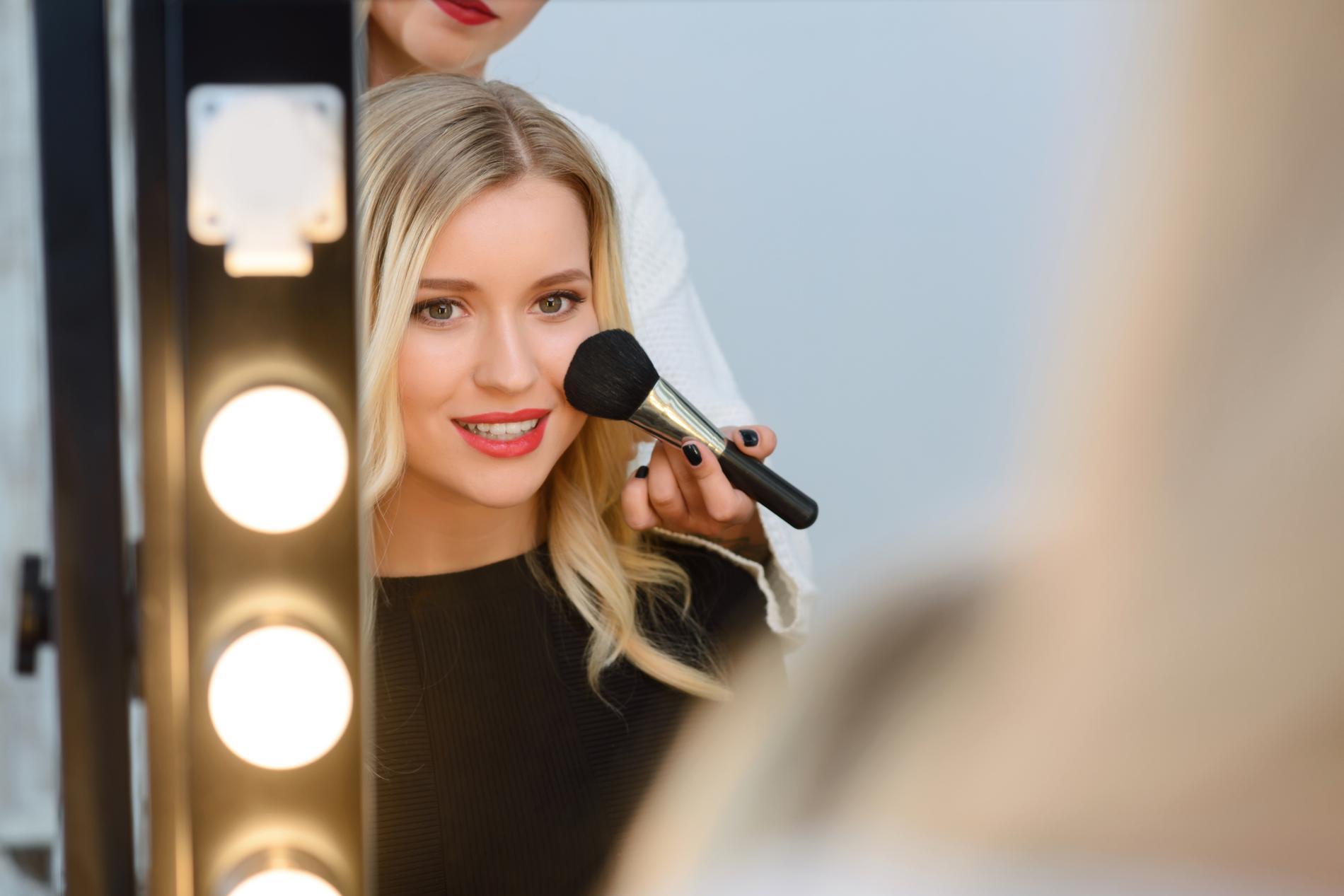 R veillon o se faire maquiller pour tre la plus belle for Miroir pour se maquiller