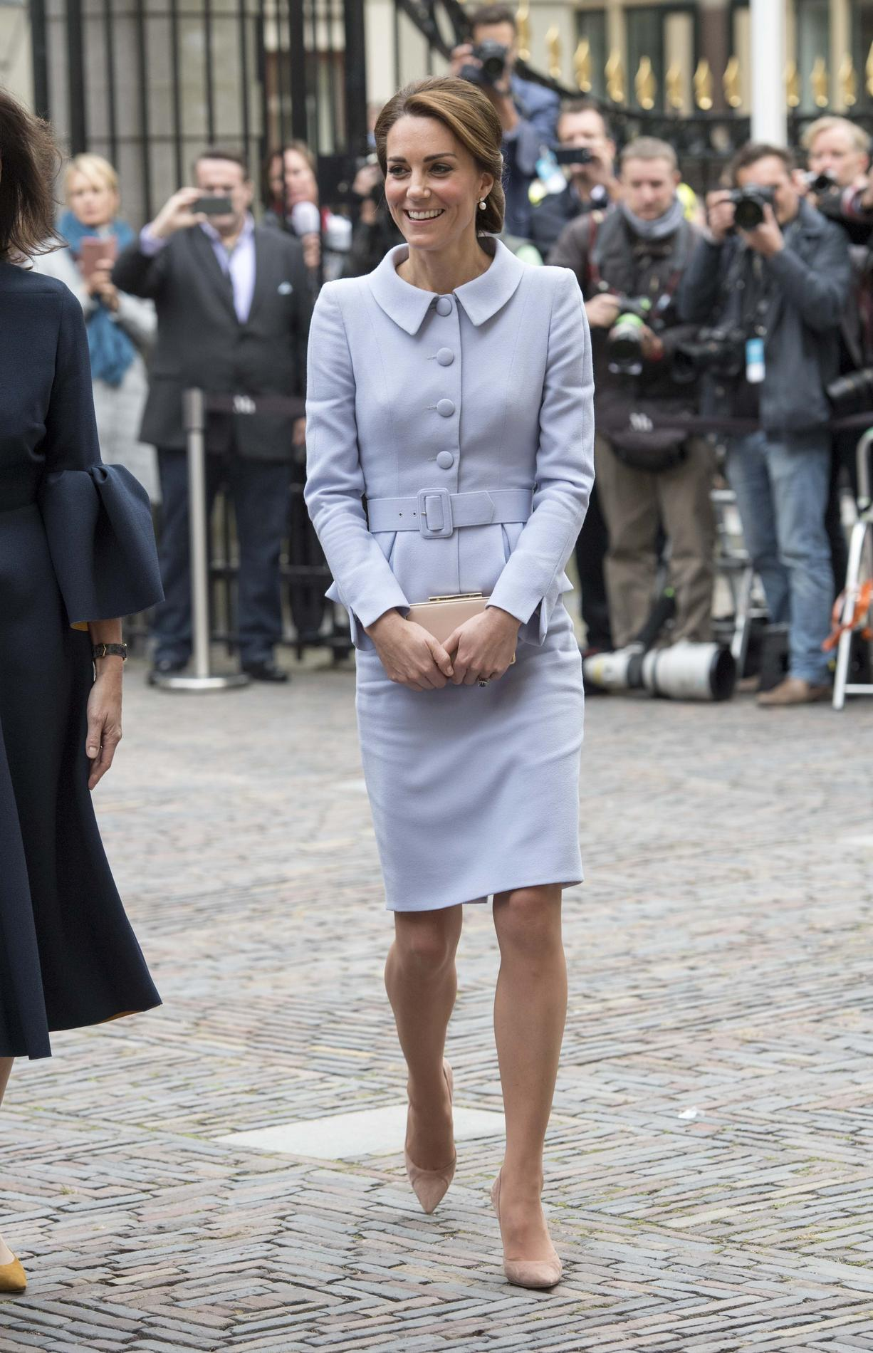 Les pièces les plus chères de la garde,robe de Kate Middleton en 2016 ,  Un tailleur Catherine Walker