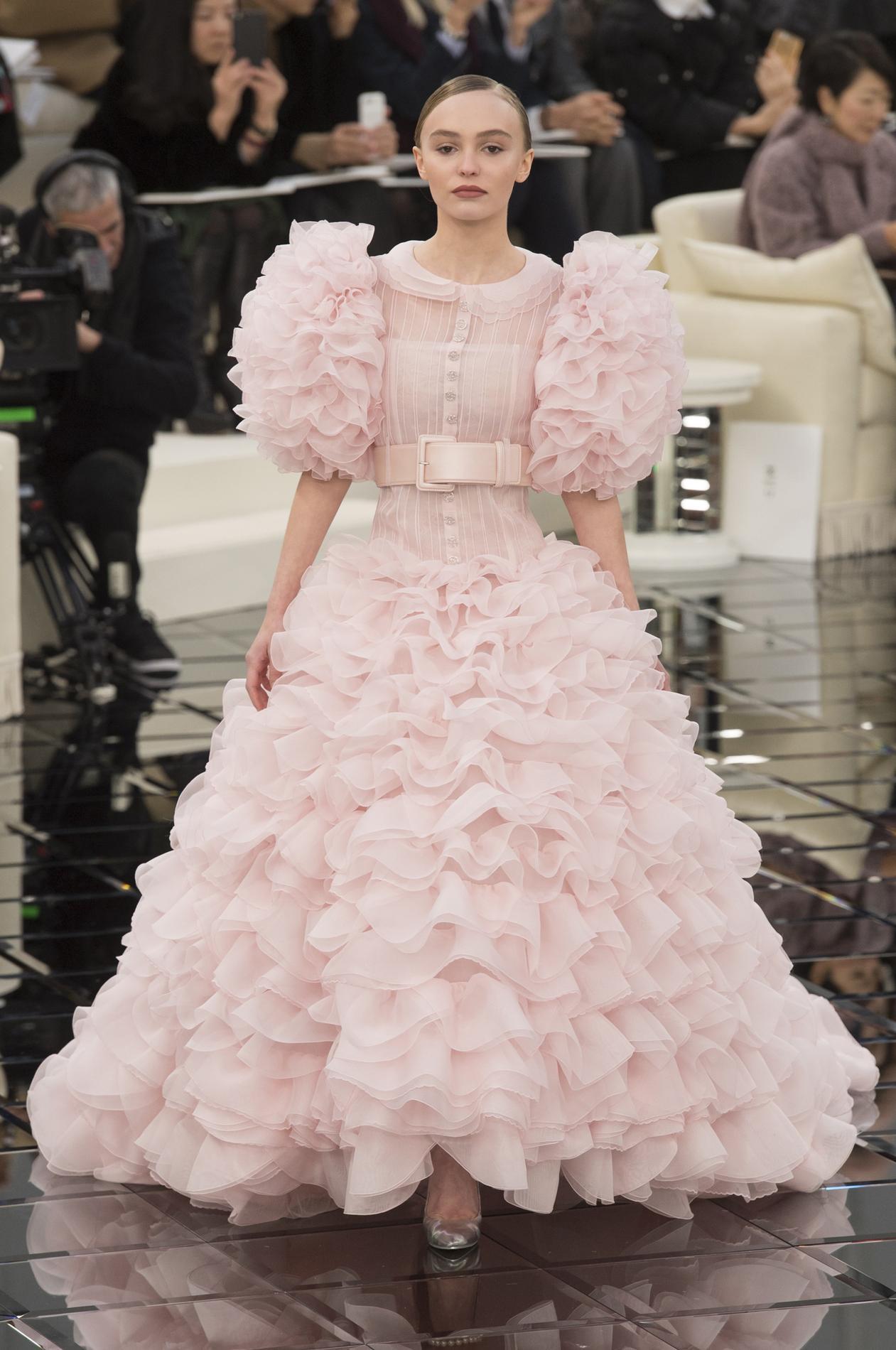 Souvent Chanel : dans les secrets de fabrication d'une robe haute HQ81