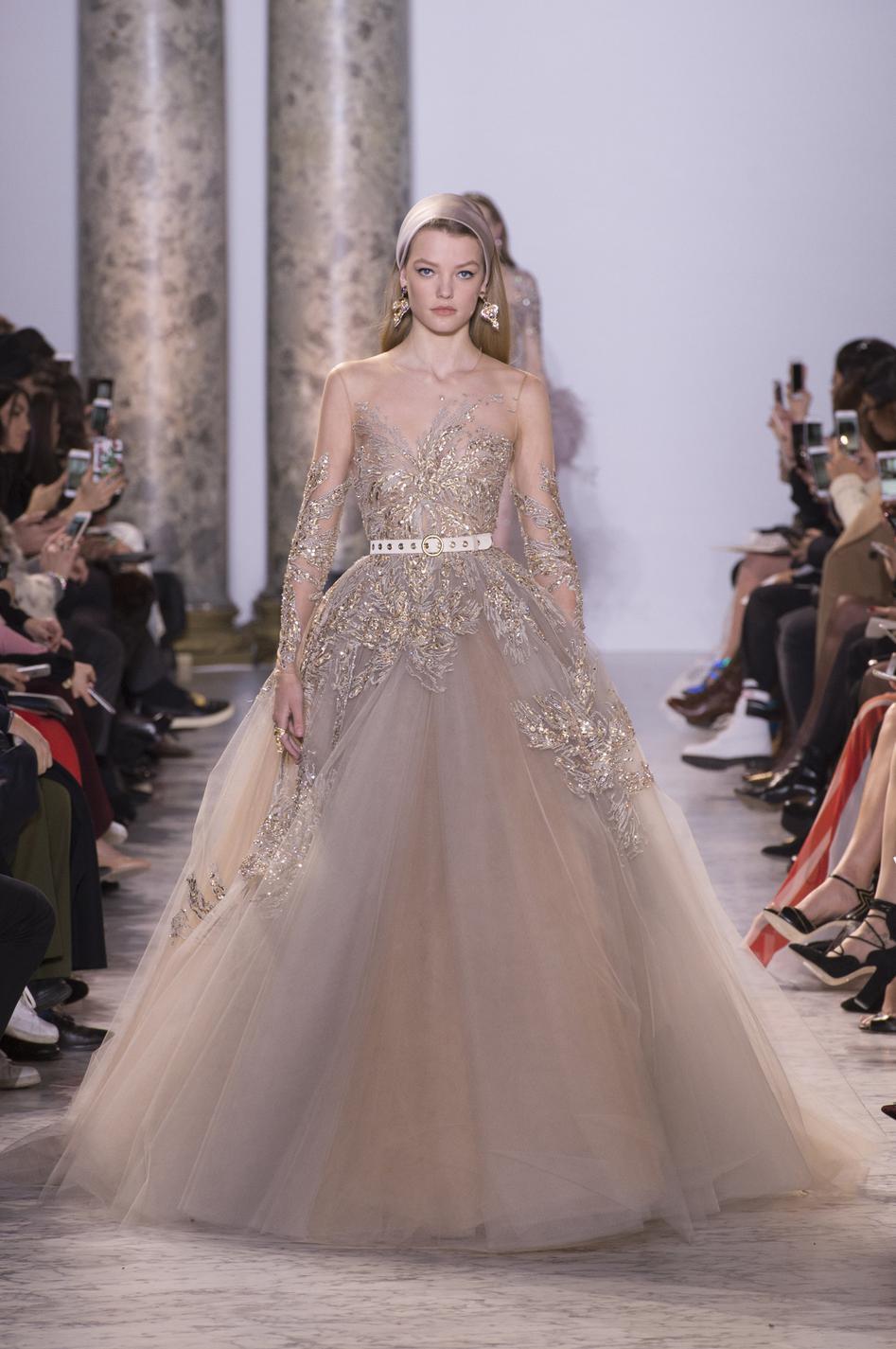 Dior chanel valentino le grand bal des robes de r ves for 1900 haute couture