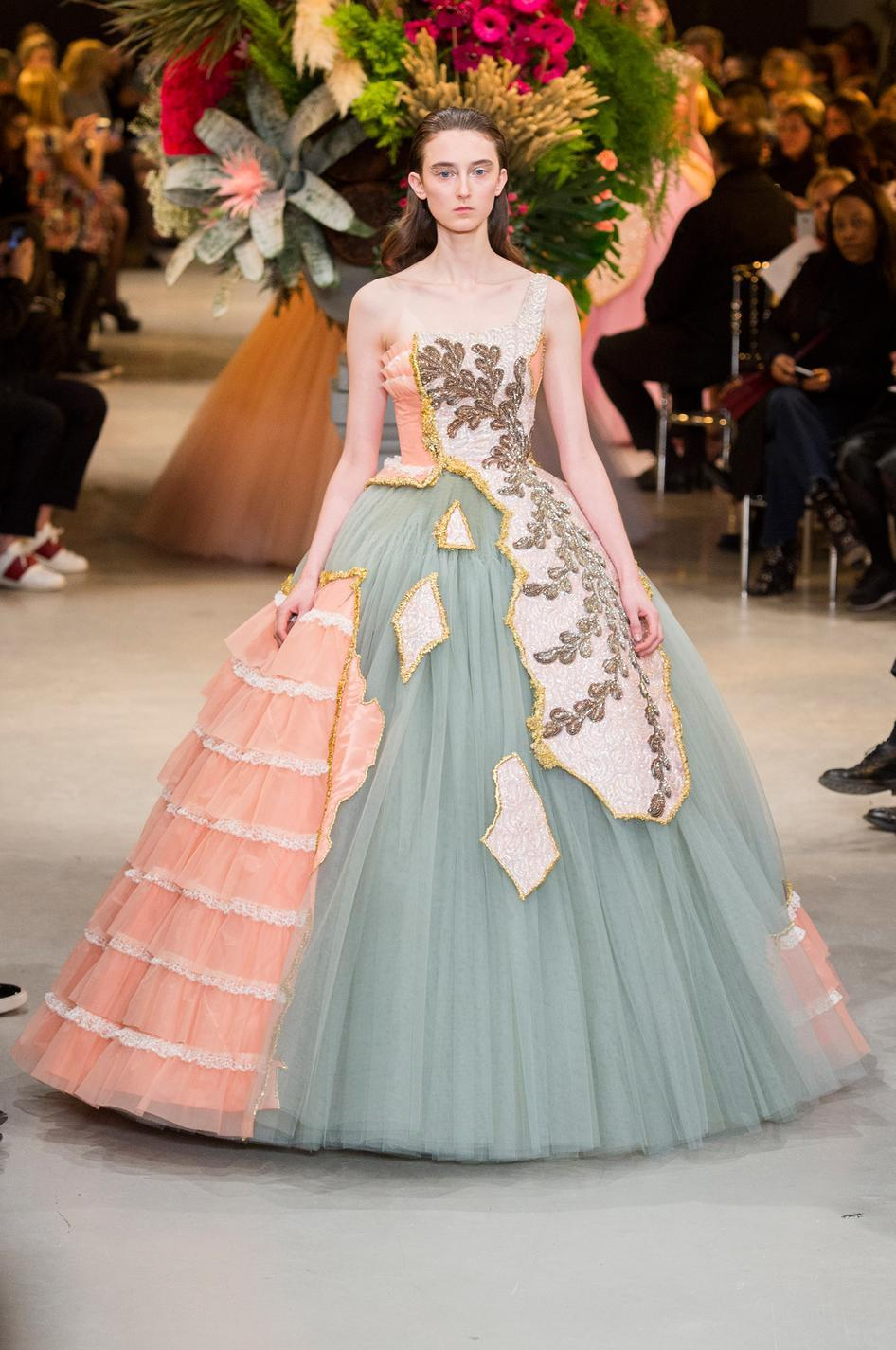 Dior, Chanel, Valentino : le grand bal des robes de rêves...