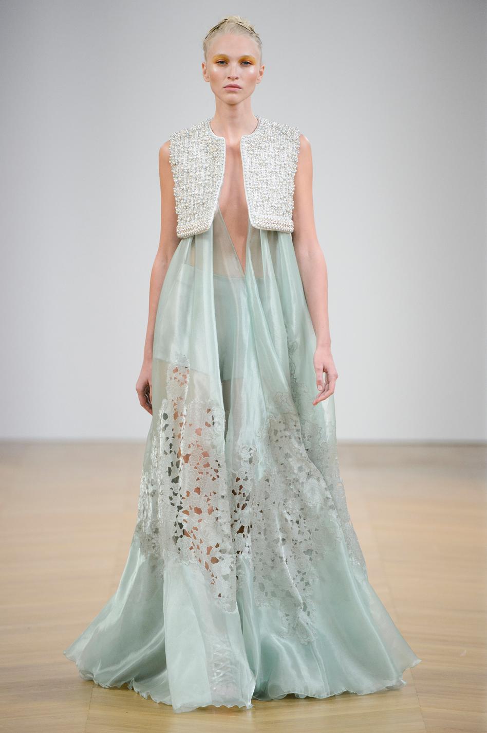 Connu Dior, Chanel, Valentino : le grand bal des robes de rêves HQ41