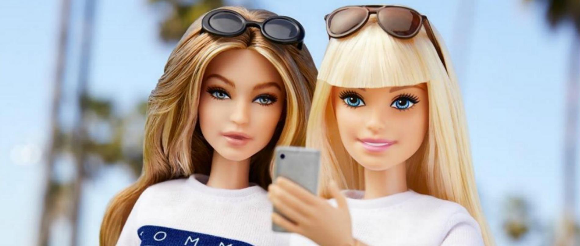 Les Jours De Barbi : Gigi hadid s offre sa poupée barbie habillée par tommy