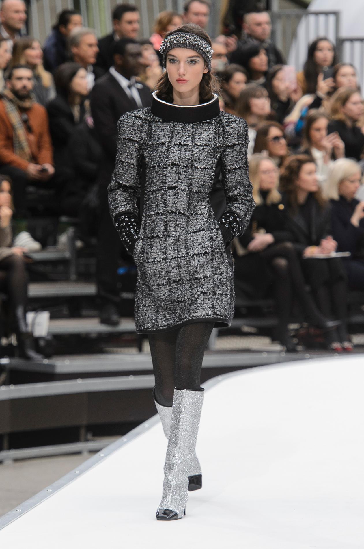 Défilé Chanel automne,hiver 2017,2018, Paris , Look 18.