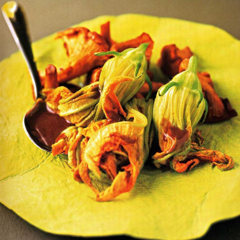 Les fleurs comestibles des couleurs et des saveurs dans notre assiette cuisine madame figaro - Fleurs de courgettes farcies ...