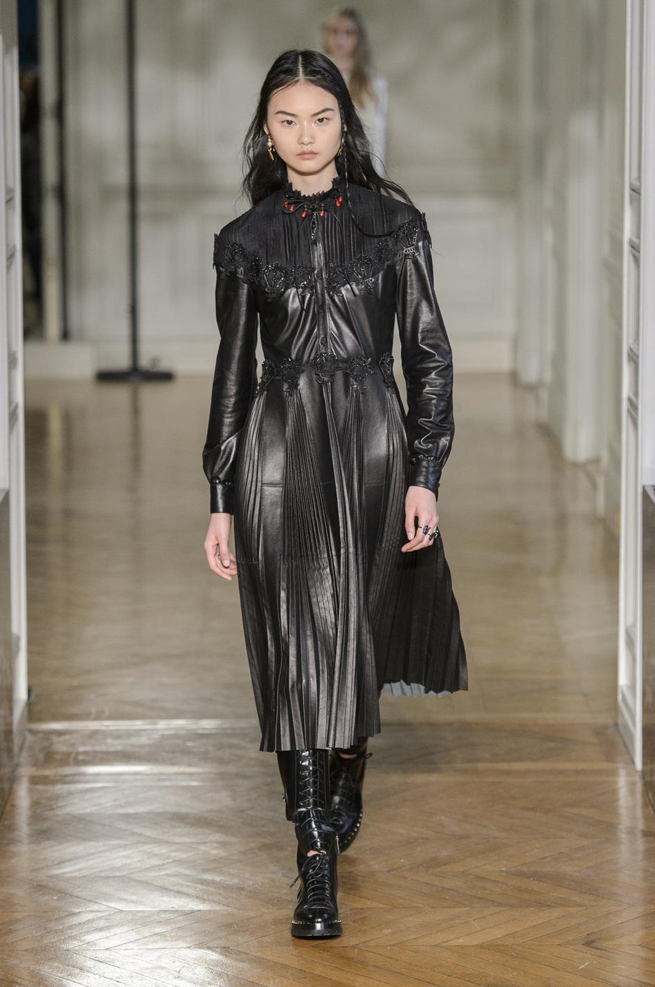 Modele robe noire classique