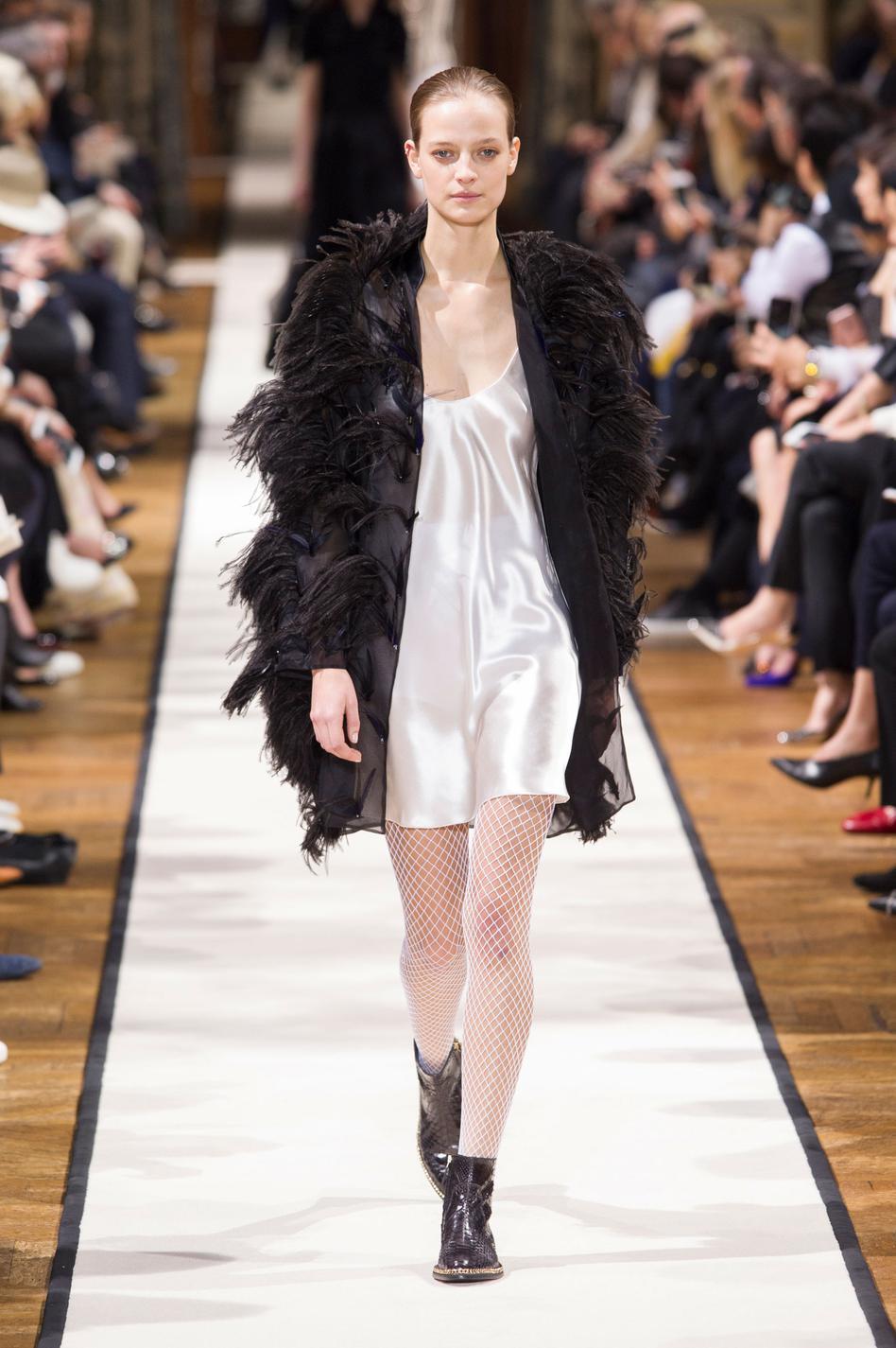 fashion week de paris les 40 images retenir madame figaro. Black Bedroom Furniture Sets. Home Design Ideas