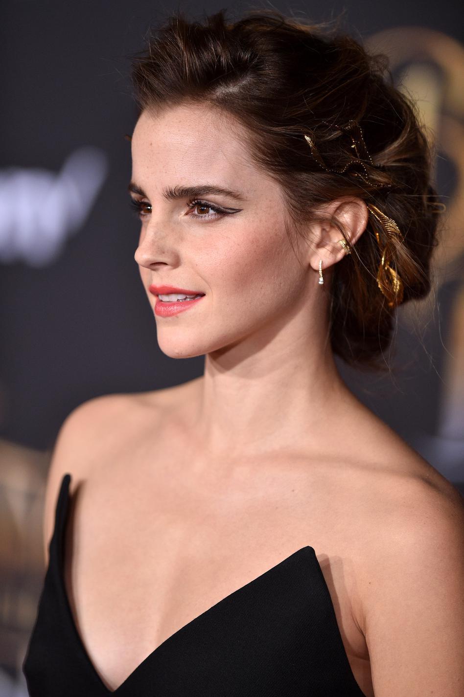 Les plus belles coiffures d\u0027Emma Watson , le chignon à bijoux