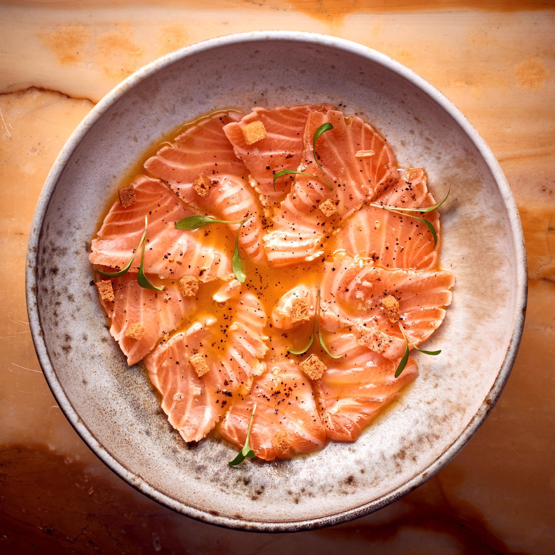 recette saumon mi cuit vinaigrette fruit de la passion poivre du n pal cuisine madame figaro. Black Bedroom Furniture Sets. Home Design Ideas