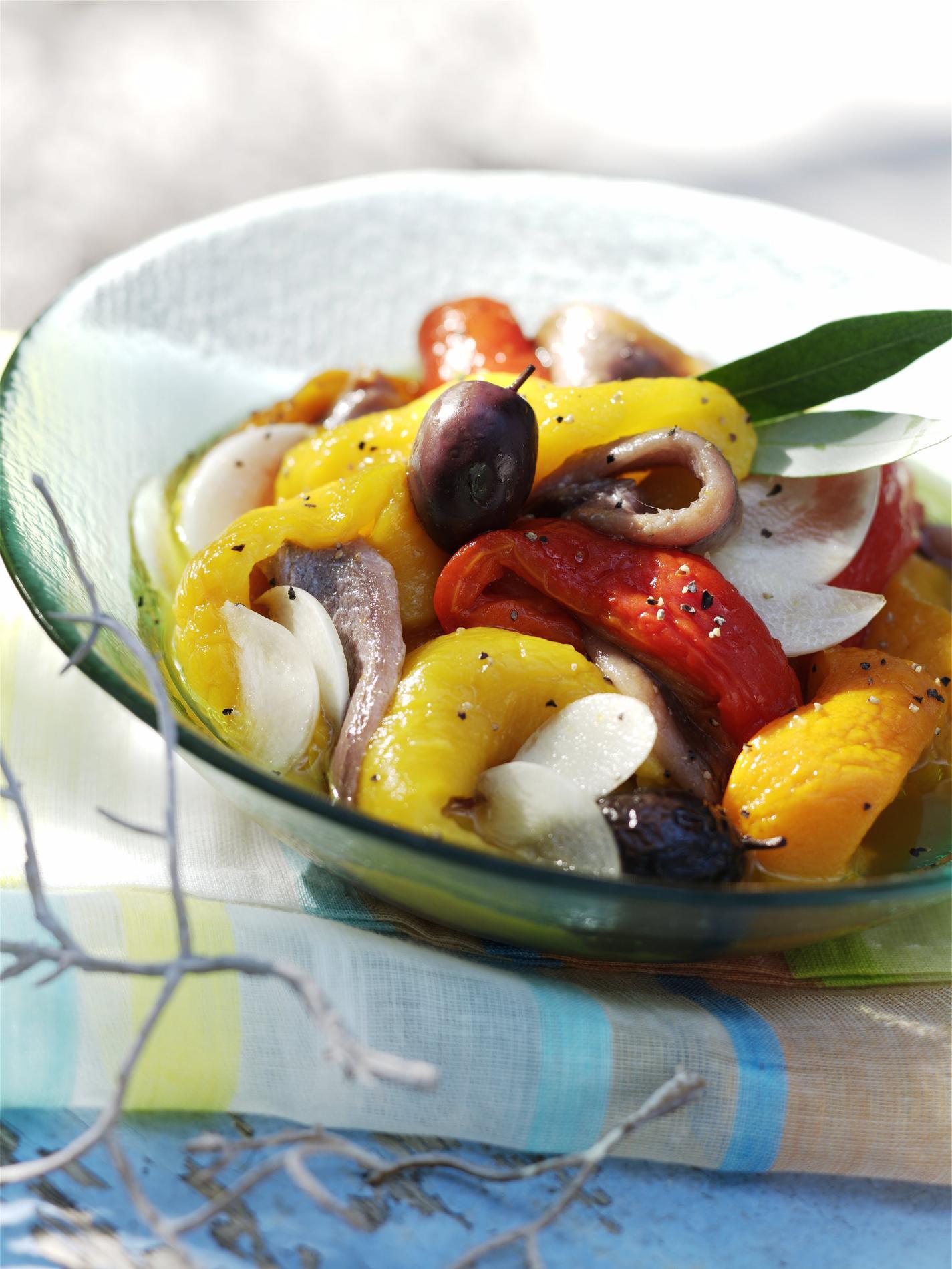 Recette salade de poivrons grill s anchois et ail - Salade de poivrons grilles ...