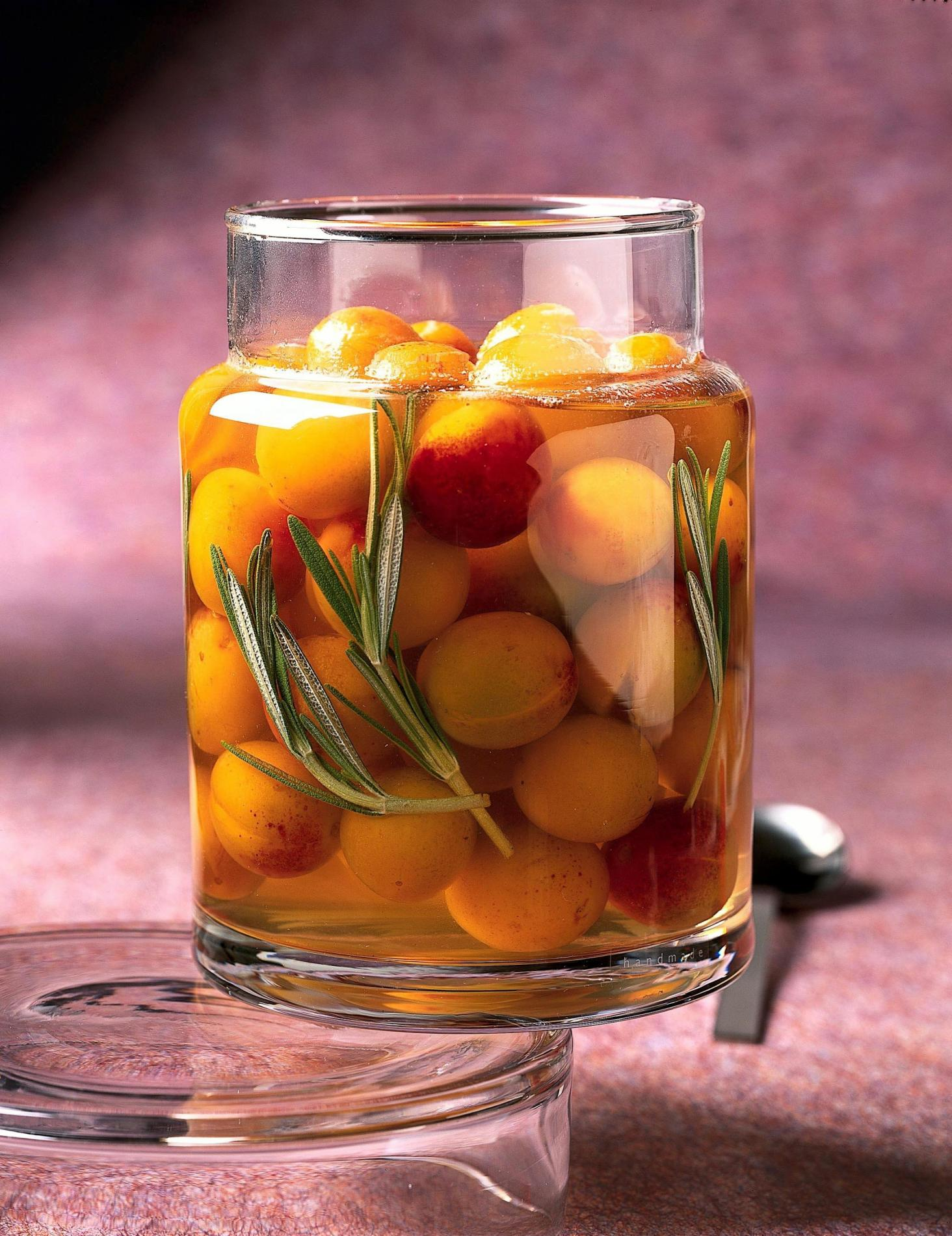 Recette sirop de mirabelles en aigre doux au romarin cuisine - Recette avec des mirabelles ...