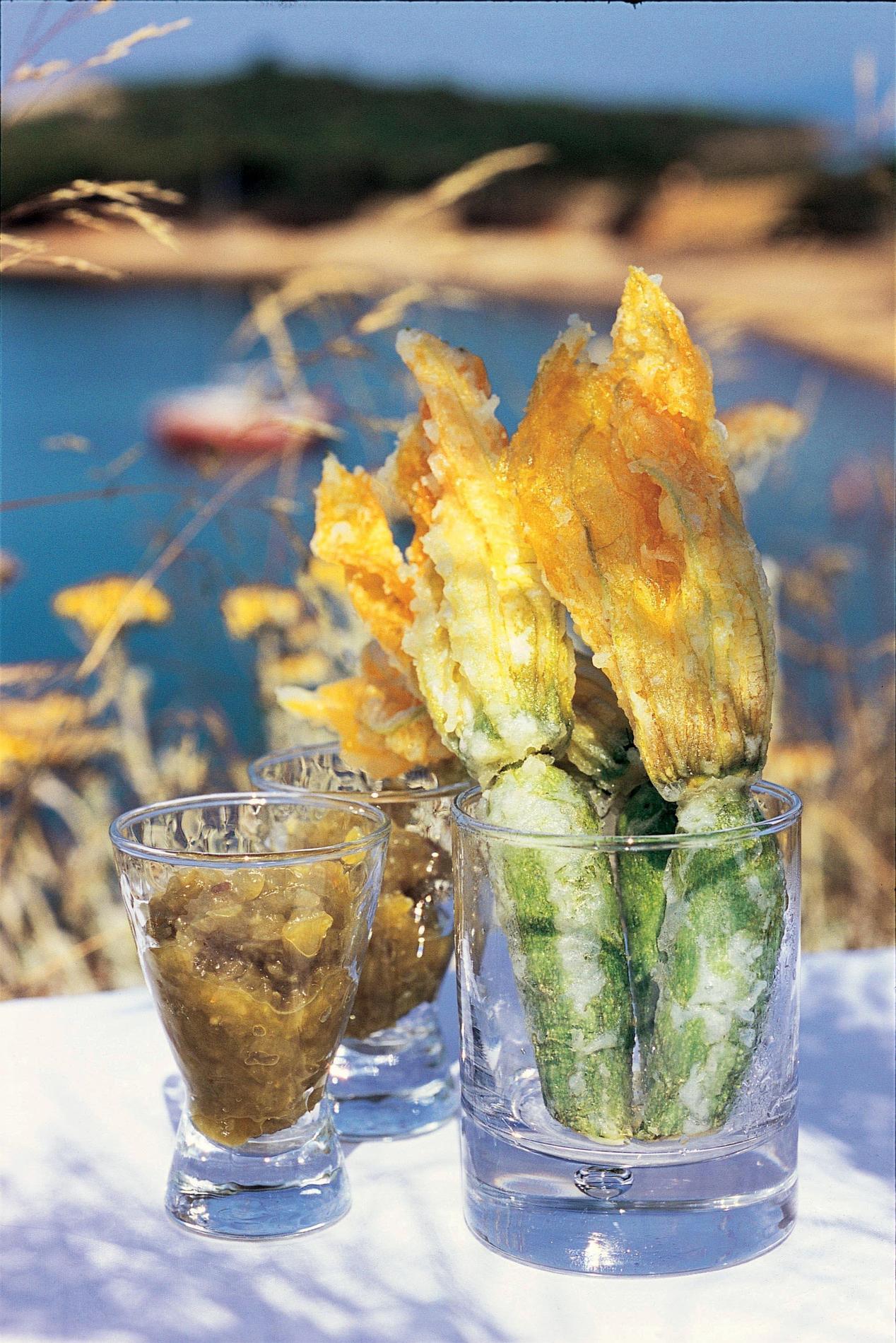 recette tempura de courgettes fleurs et chutney de tomates vertes cuisine madame figaro. Black Bedroom Furniture Sets. Home Design Ideas
