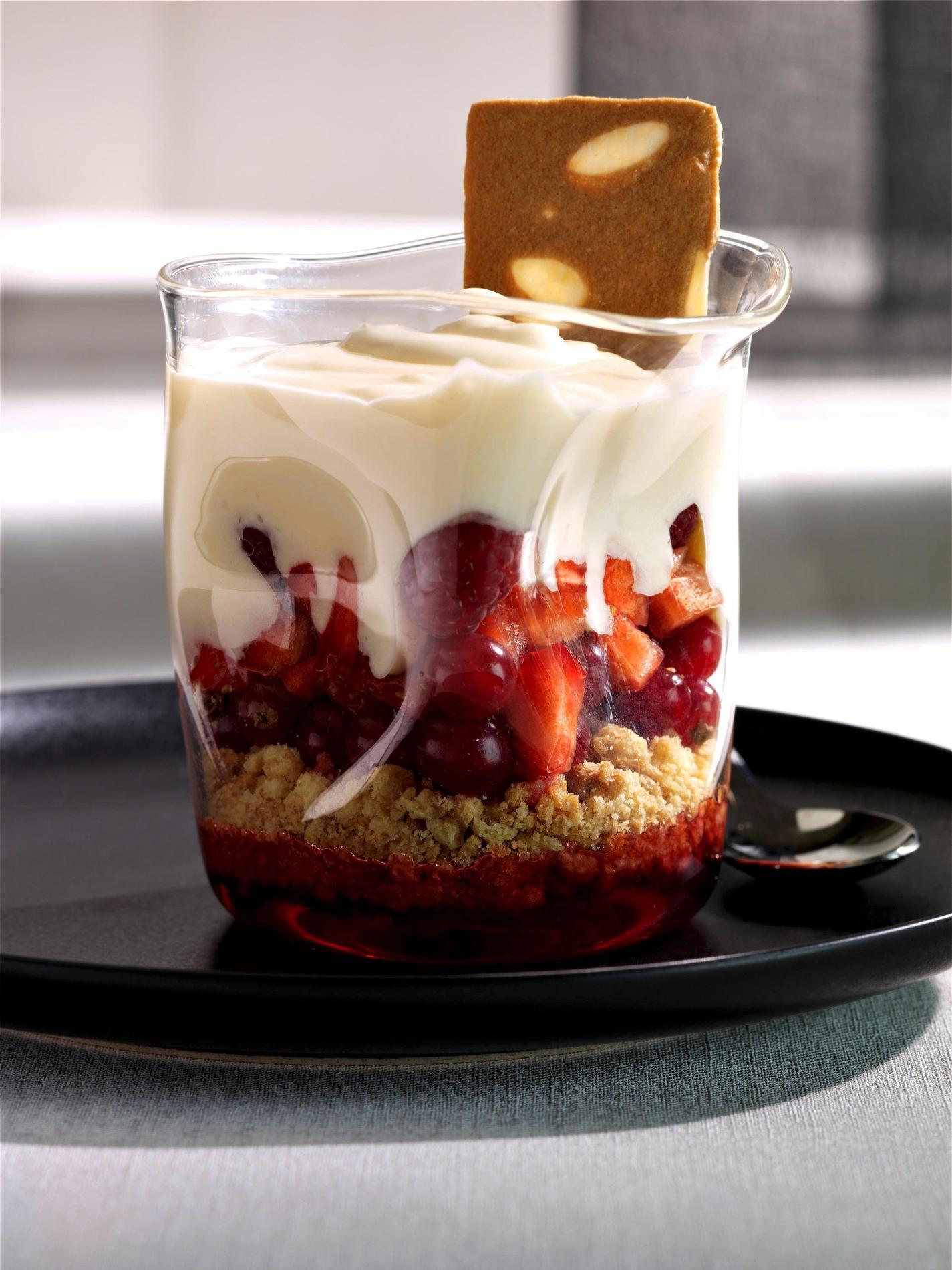 recette tiramisu fruits rouges vanille cuisine madame figaro. Black Bedroom Furniture Sets. Home Design Ideas