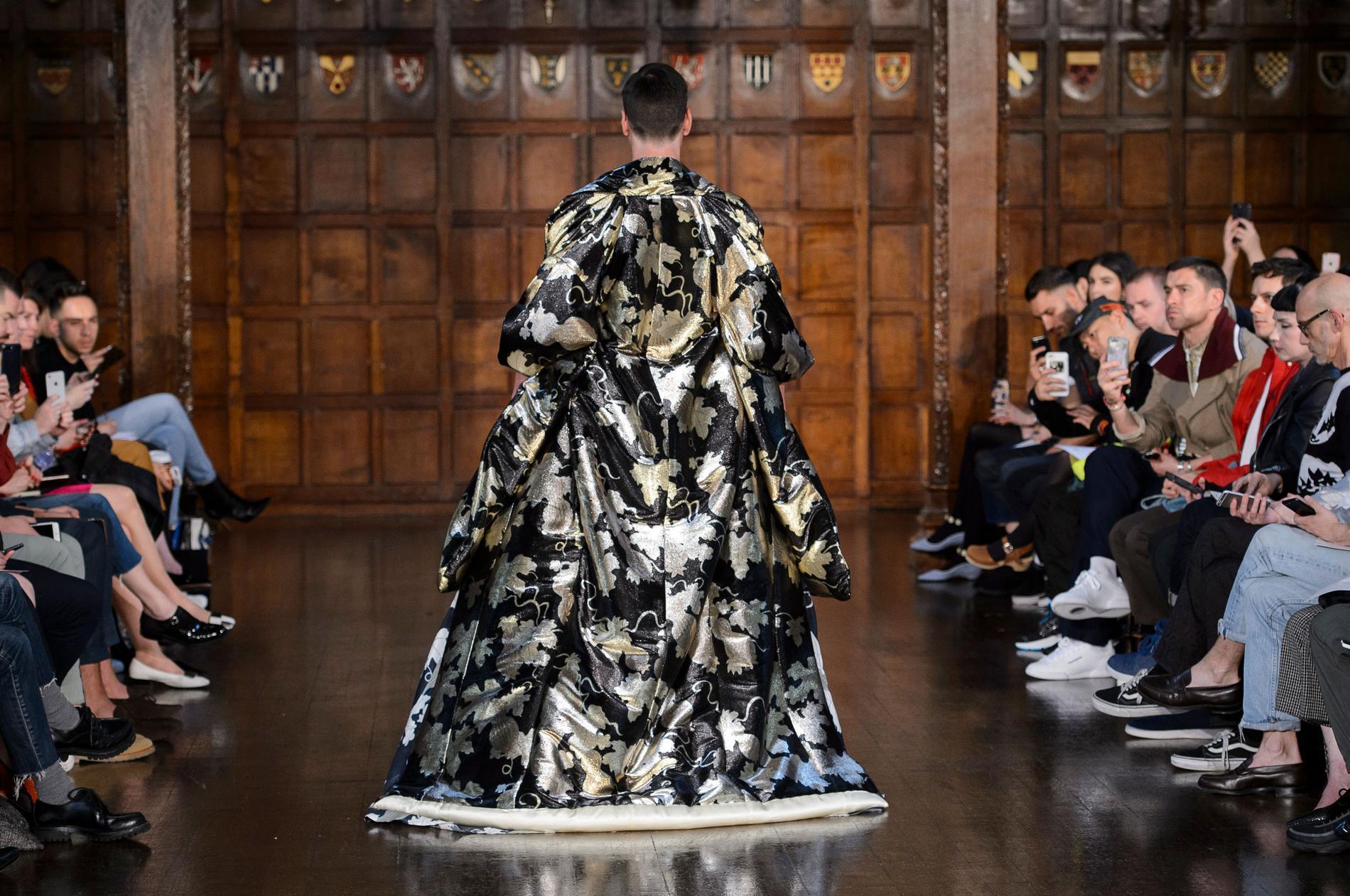 59fd3aadc8e2 Défilé Edward Crutchley, Fashion Week homme printemps-été 2018 de Londres