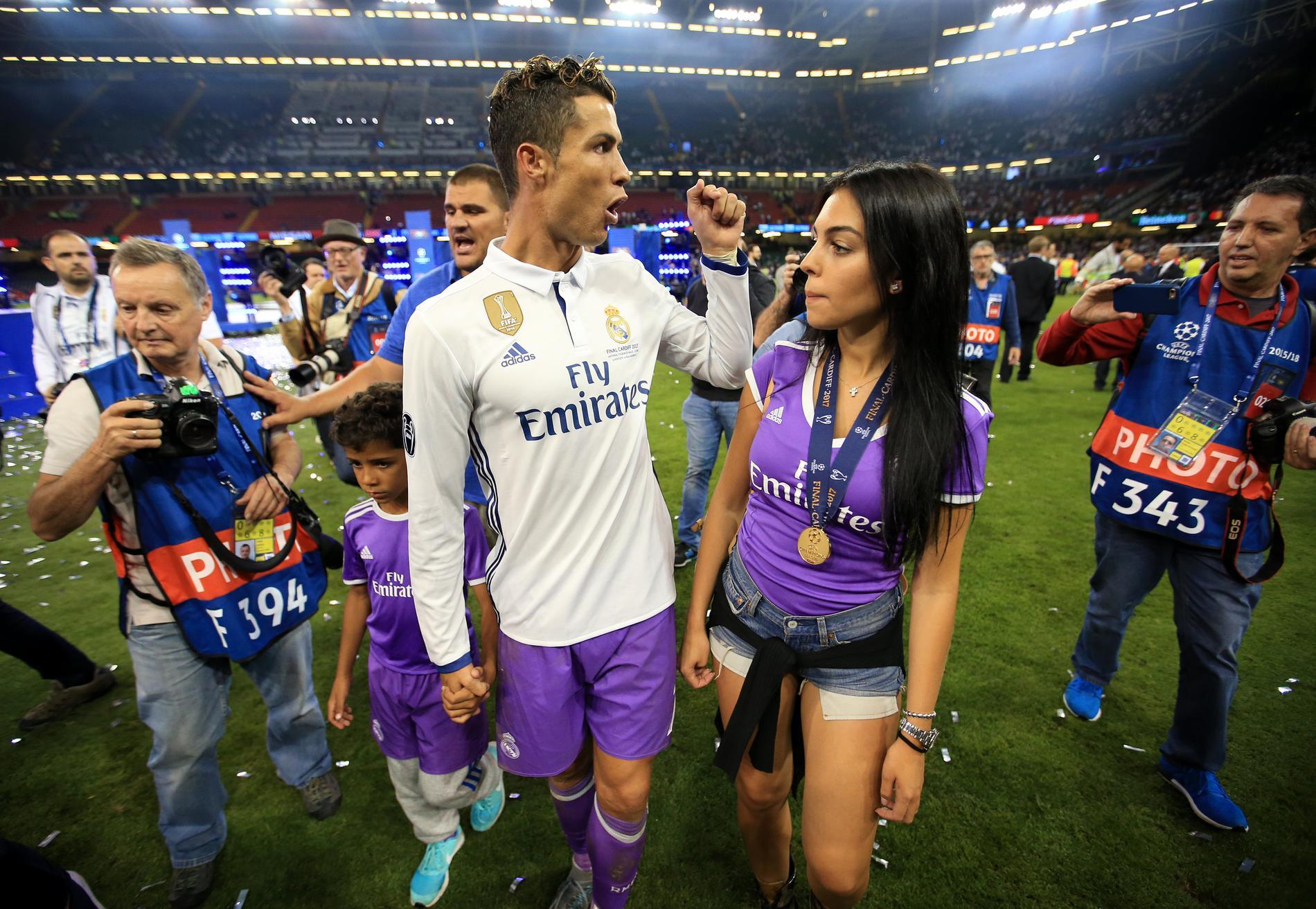 Cristiano Ronaldo : sa petite amie enceinte ? - Elle