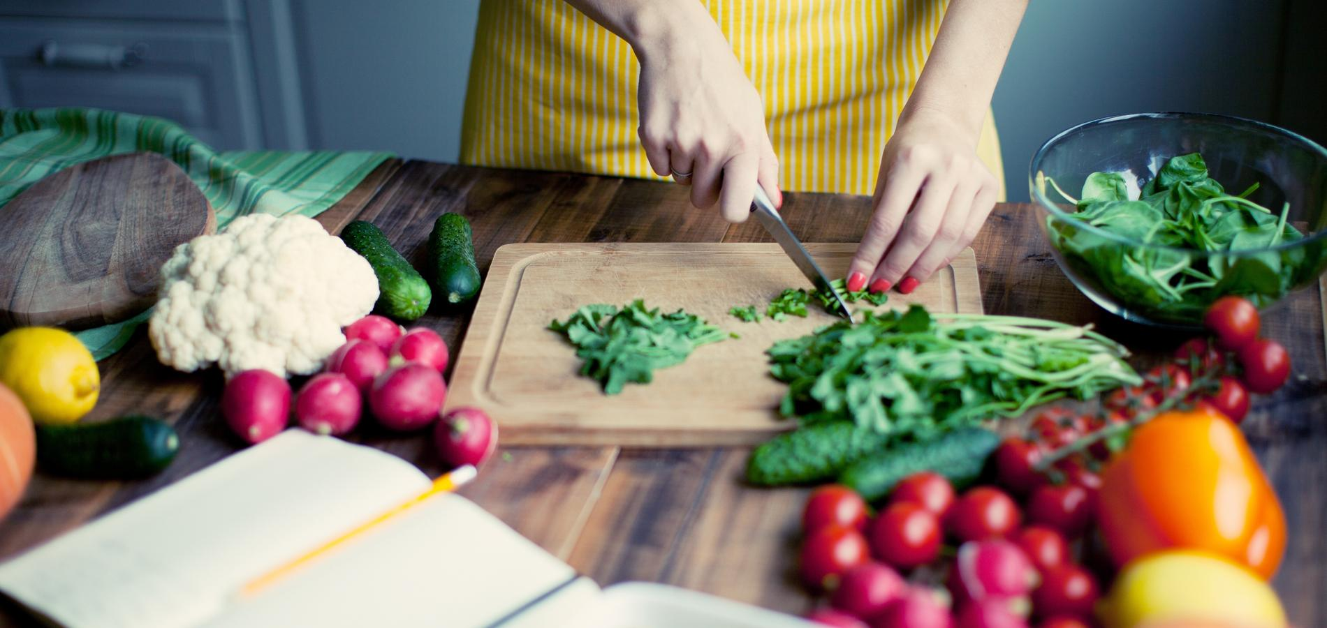 la cuisine crue, pourquoi et comment s'y mettre ? - cuisine /