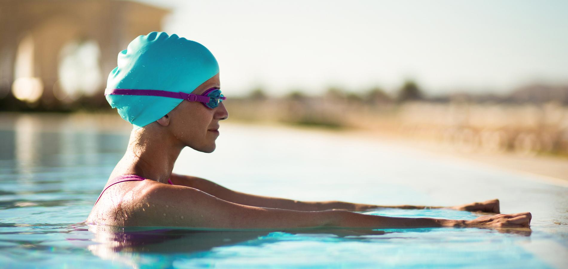 la piscine en plein air est le meilleur moyen pour profiter du soleil en restant au frais paris