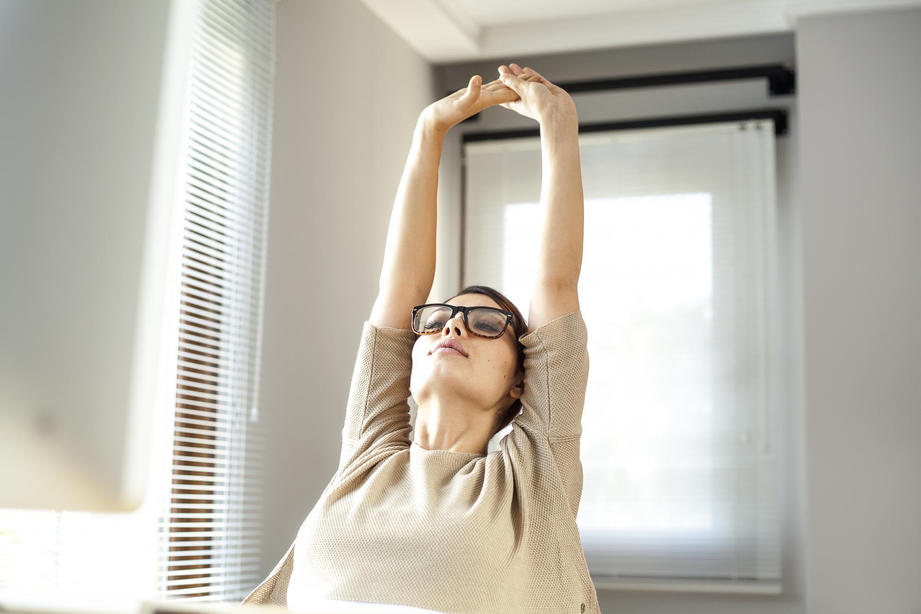 six exercices faire au bureau pour se remettre en forme. Black Bedroom Furniture Sets. Home Design Ideas