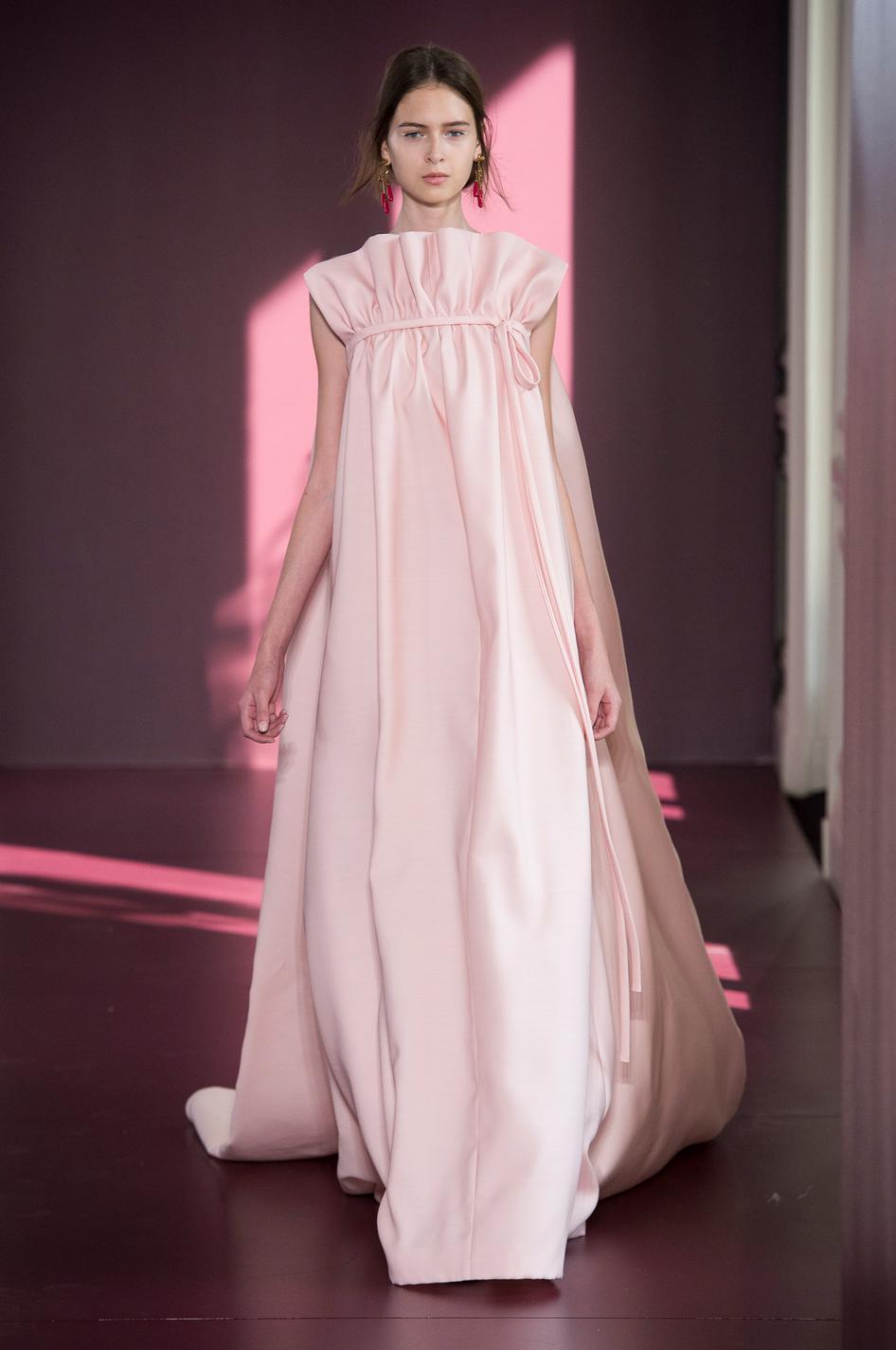 Dior chanel elie saab les robes du soir ont encore for 1900 haute couture