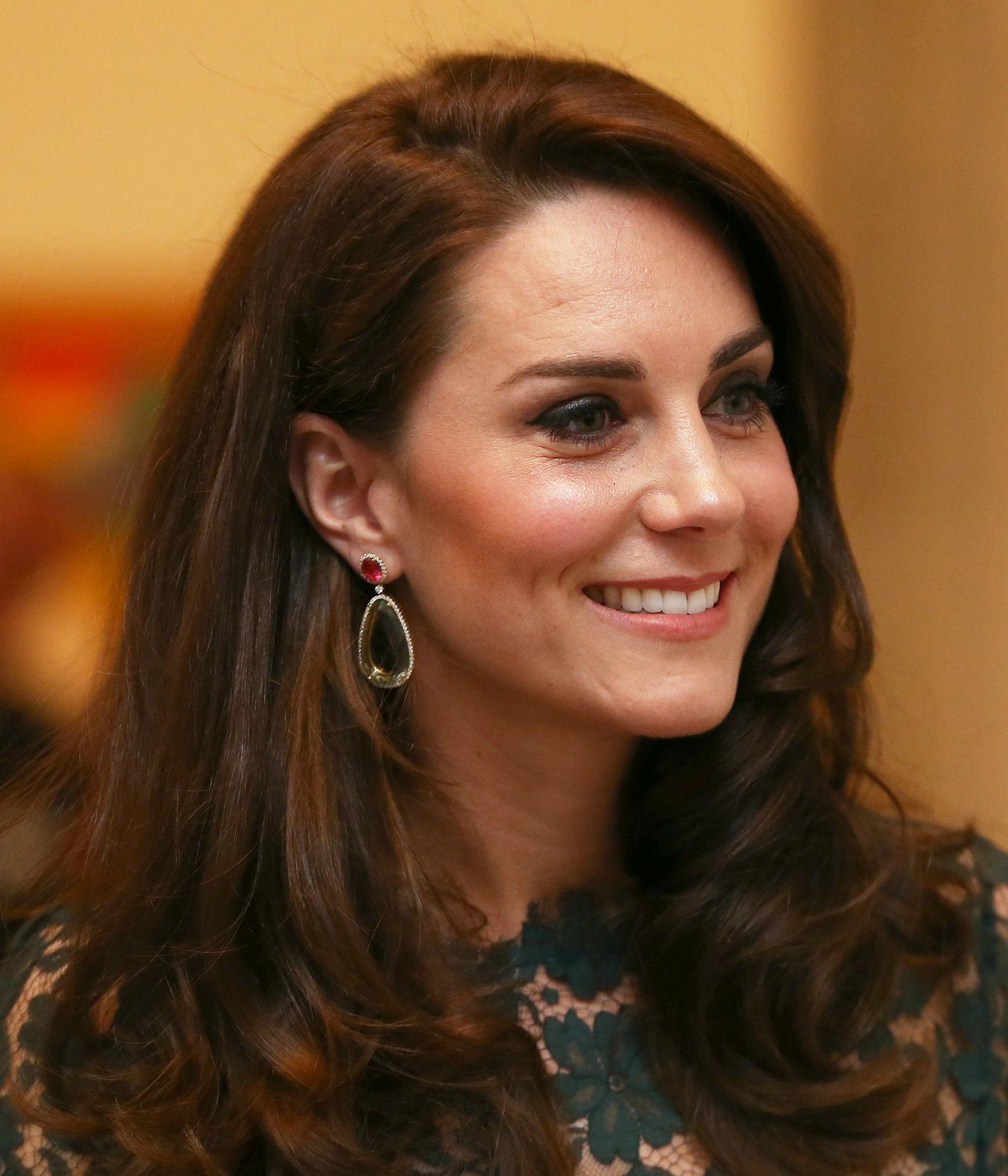 Kate Middleton adopte une nouvelle coiffure pour lu0026#39;u00e9tu00e9 et nu0026#39;a pas hu00e9situ00e9 u00e0 couper - Madame Figaro
