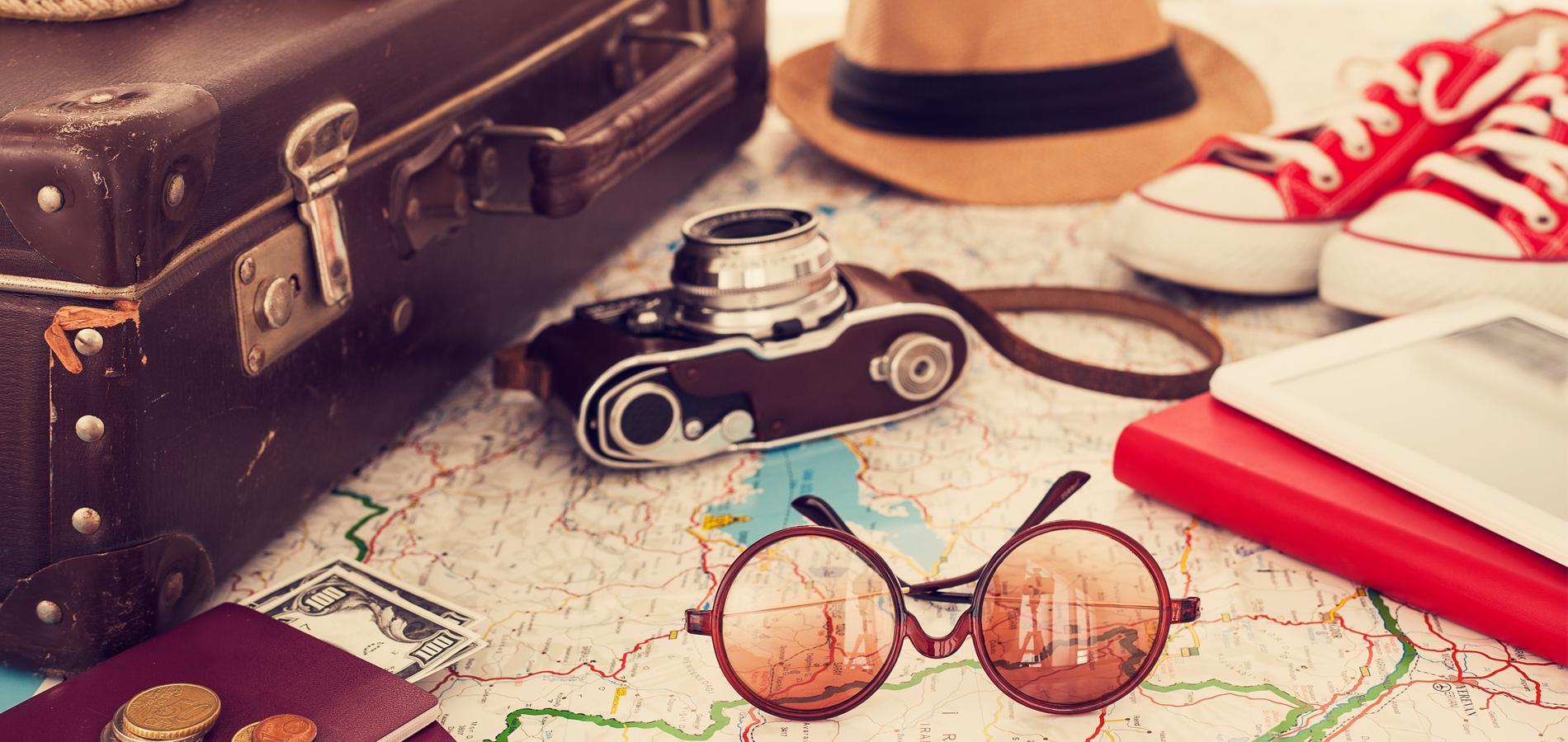La liste id ale pour ne rien oublier au moment de faire sa valise madame figaro - Comment faire une valise sans froisser les vetements ...