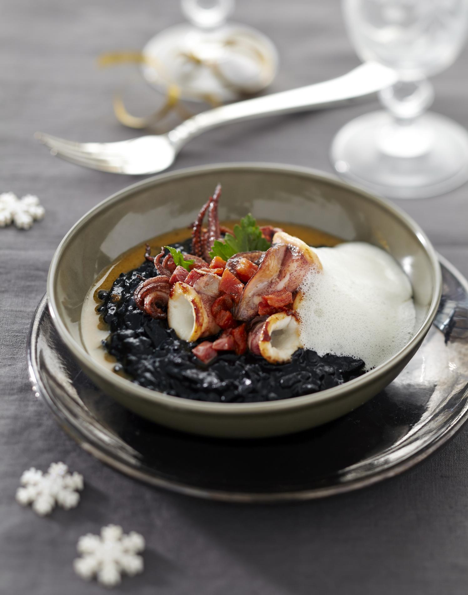 recette chipirons saut s au chorizo et riz noir cuisine madame figaro. Black Bedroom Furniture Sets. Home Design Ideas