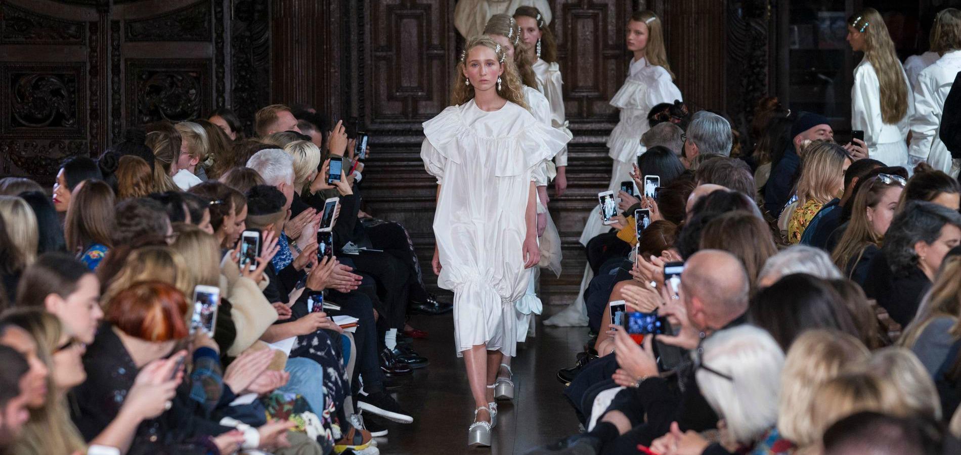 Défilé Simone Rocha printemps-été 2018 Prêt-à-porter - Madame Figaro 769f23beb82