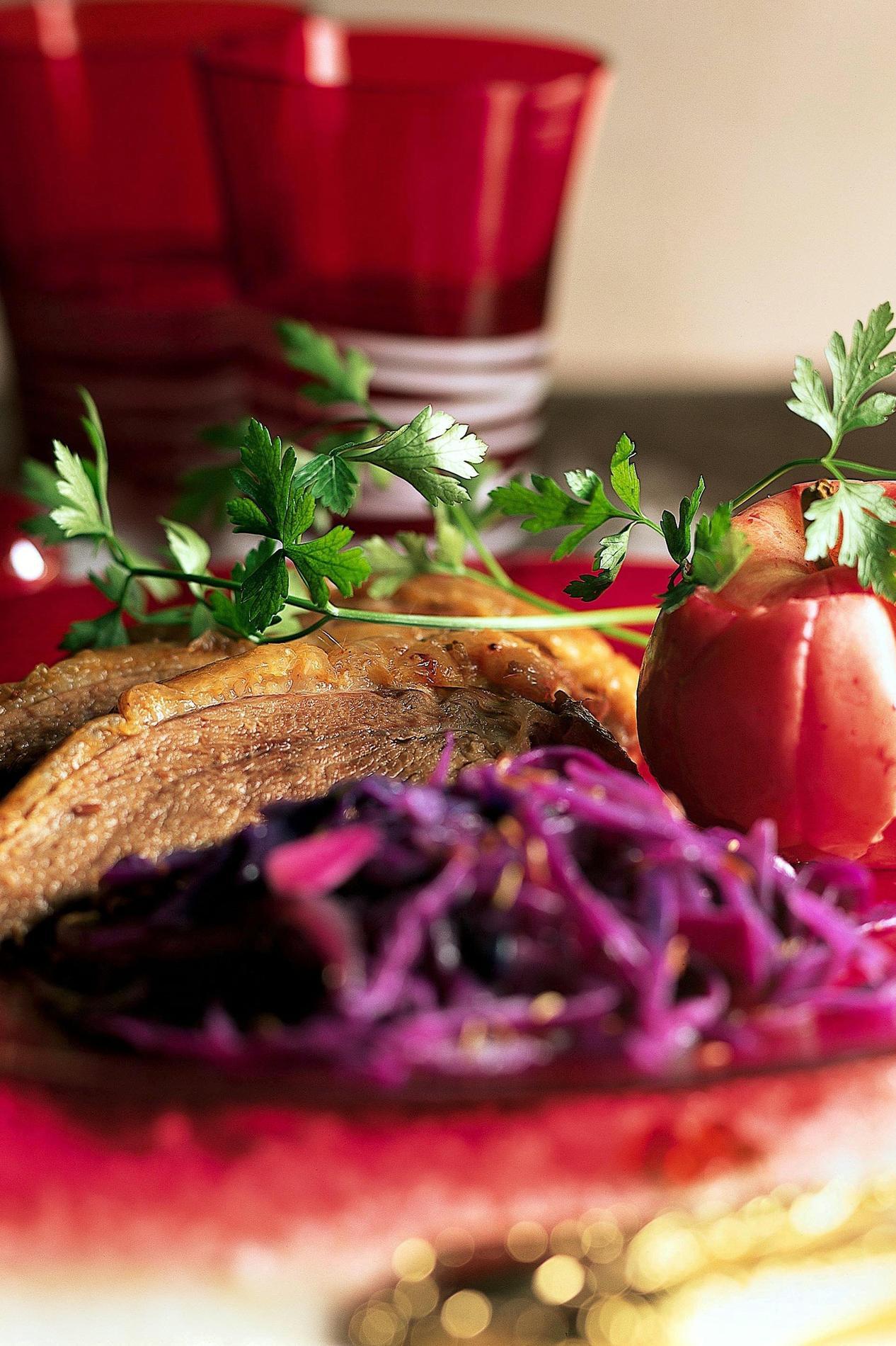 Recette Oie Rôtie Aux Pommes Et Chou Rouge Cuisine Madame Figaro - Cuisiner du chou rouge